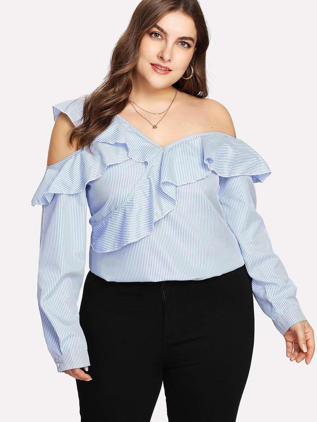 Bluse mit asymmetrischer Schulter, Raffung und Streifen
