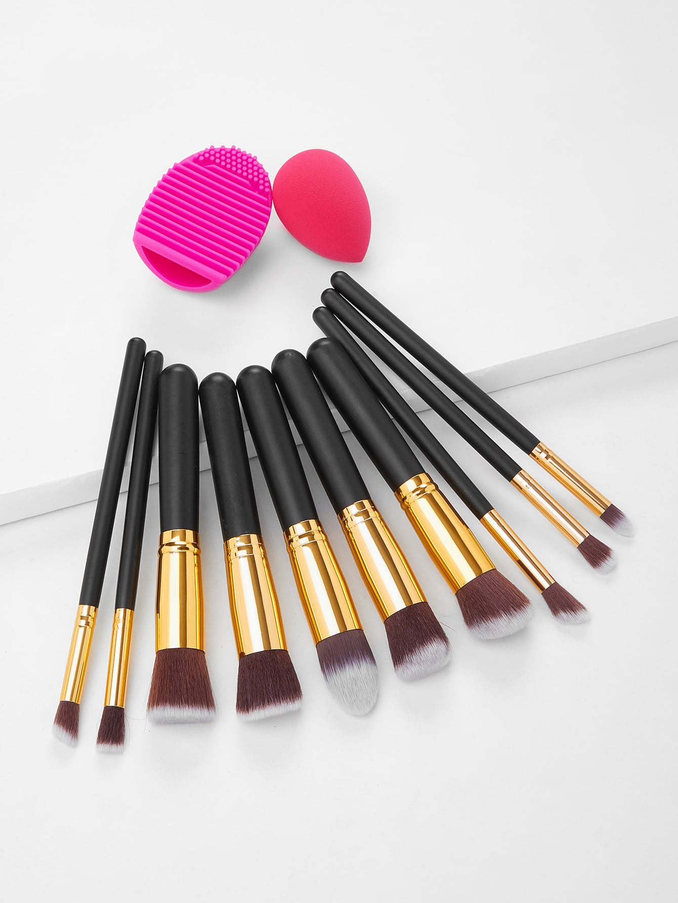 Black Cosmetic Makeup Brush Set With Blending Sponges vivienne sabo round latex makeup sponges set cпонж круглый для макияжа латексный 2 шт