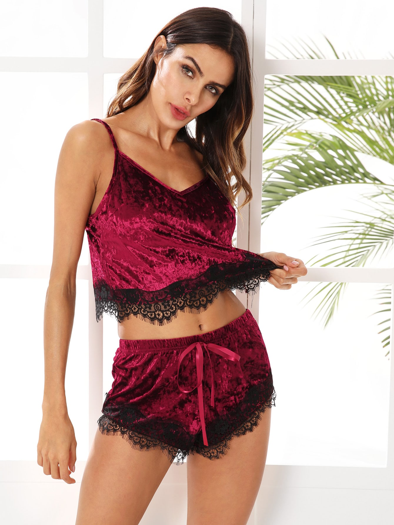 Eyelash Lace Hem Cami Top & Shorts Pajama Set eyelash lace trim cami pajama set