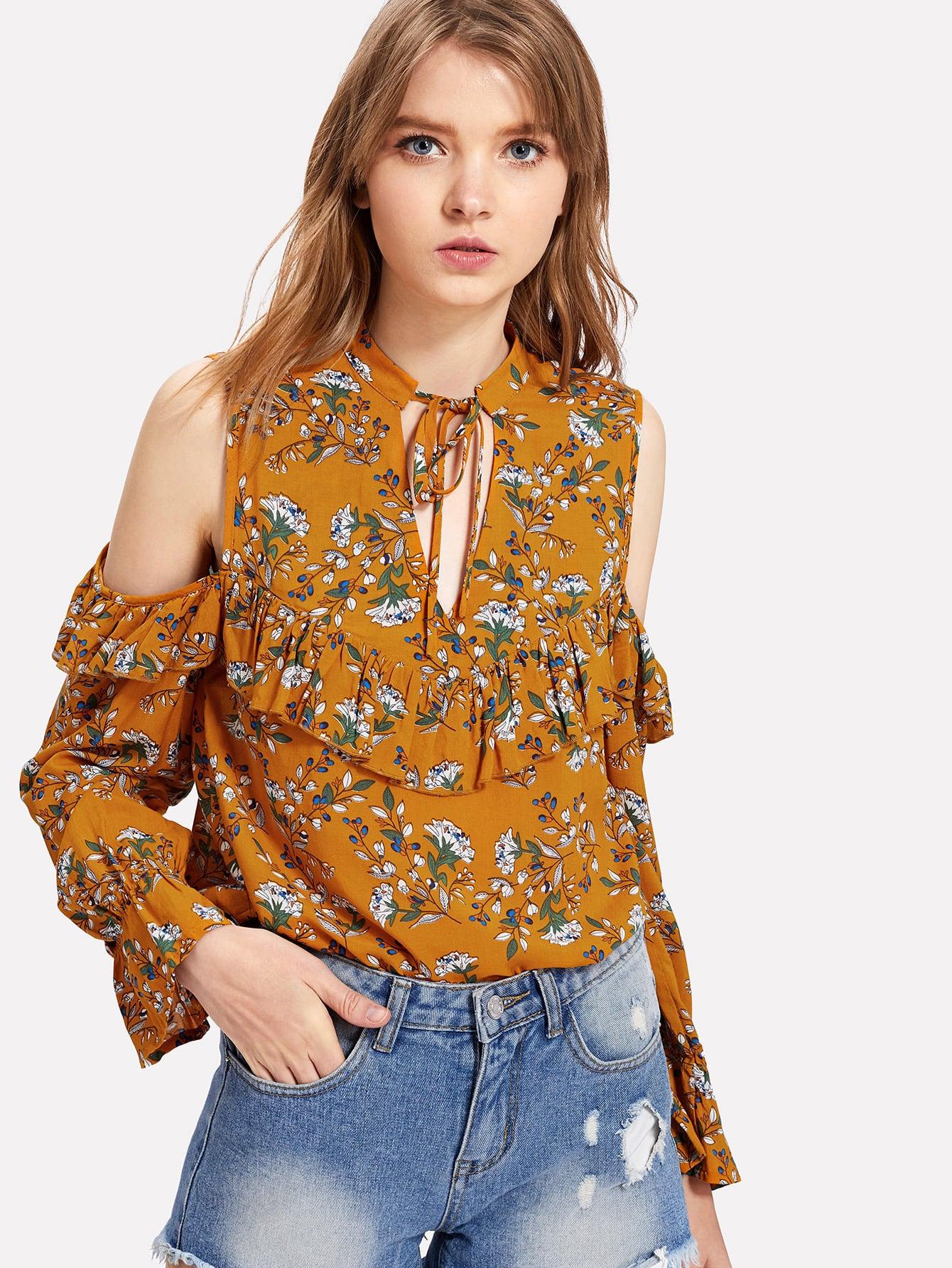 Schulterfreie Bluse mit Halsband, Raffung und Pflanzenmuster