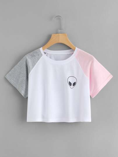 Crop T-Shirt mit Alienmuster