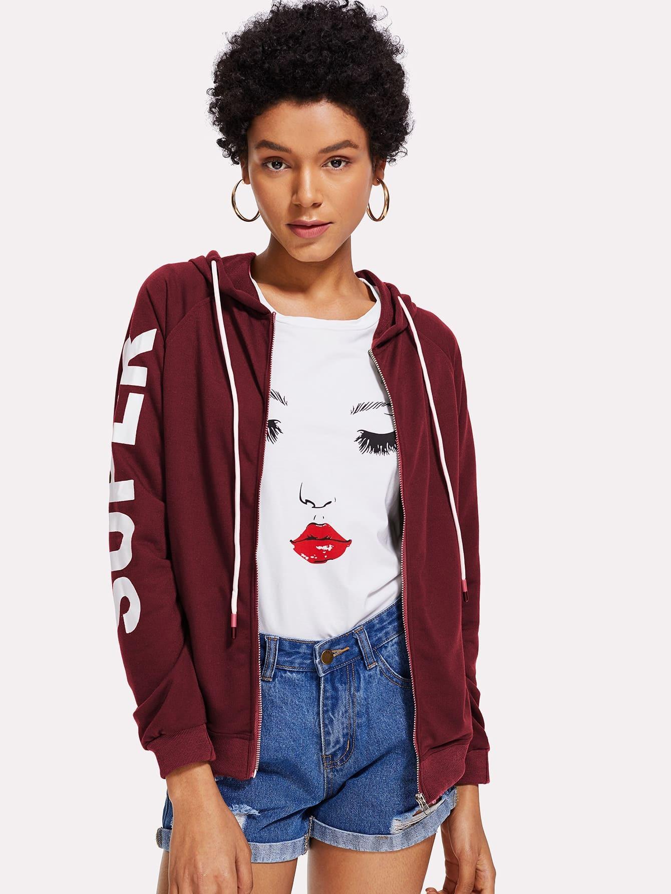 Модная куртка с капюшоном и текстовым принтом