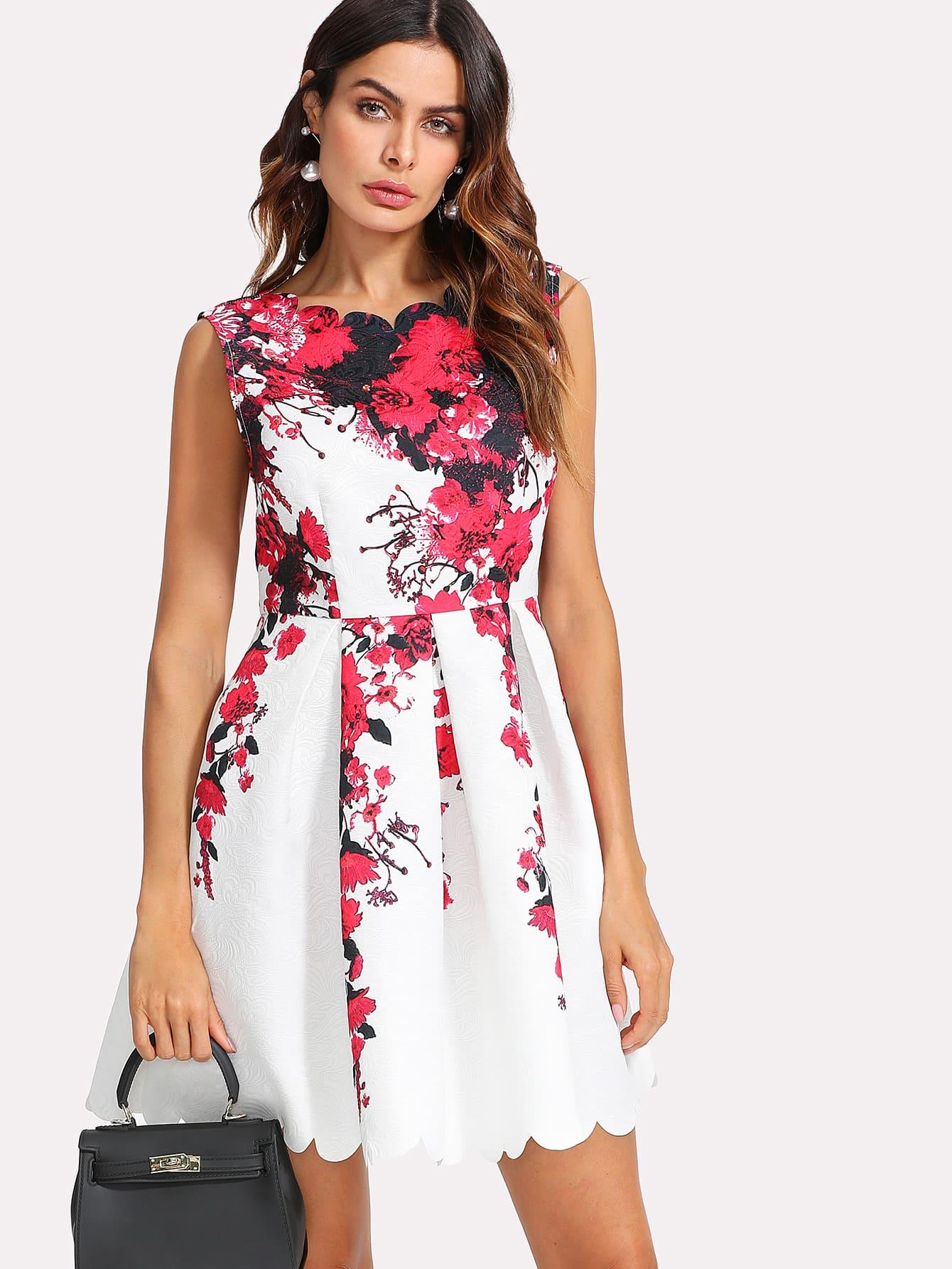 все цены на Scallop Trim Boxed Pleated Dress