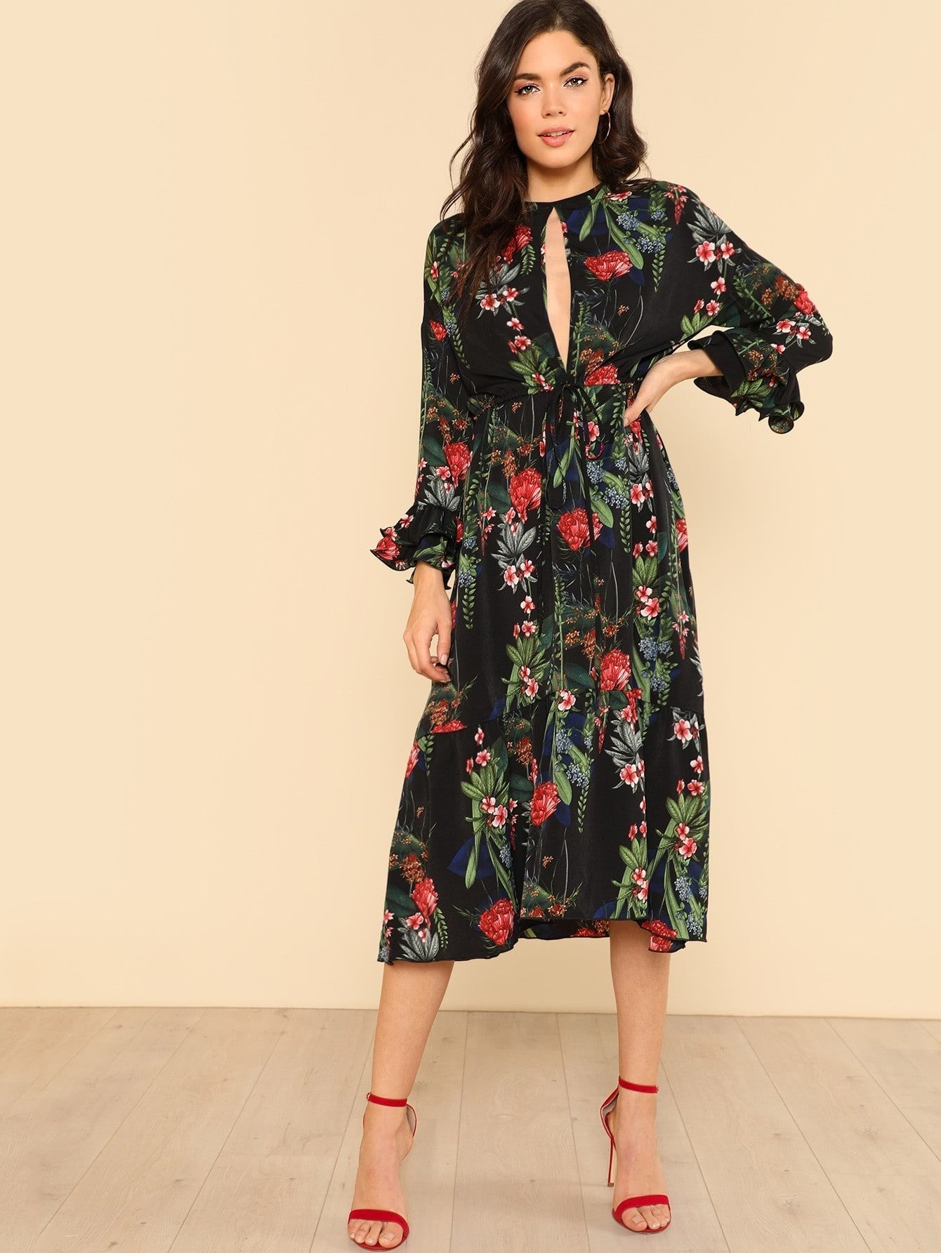 цена на Cut Out Front Tie Waist Layered Ruffle Sleeve Floral Dress