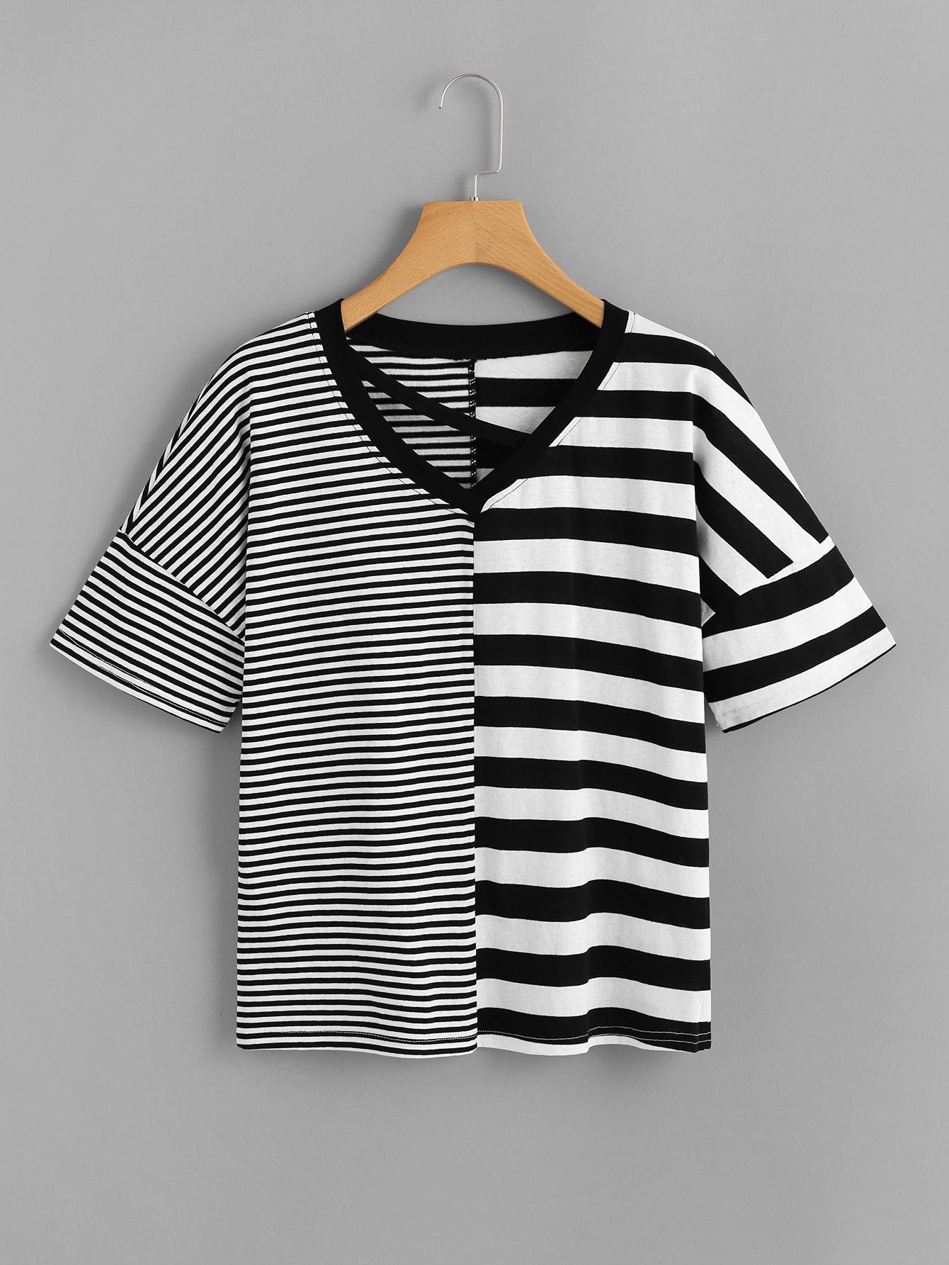 T-Shirt mit sehr tief angesetzter Schulterpartie, Cut Out auf dem Ausschnitt und Streifen