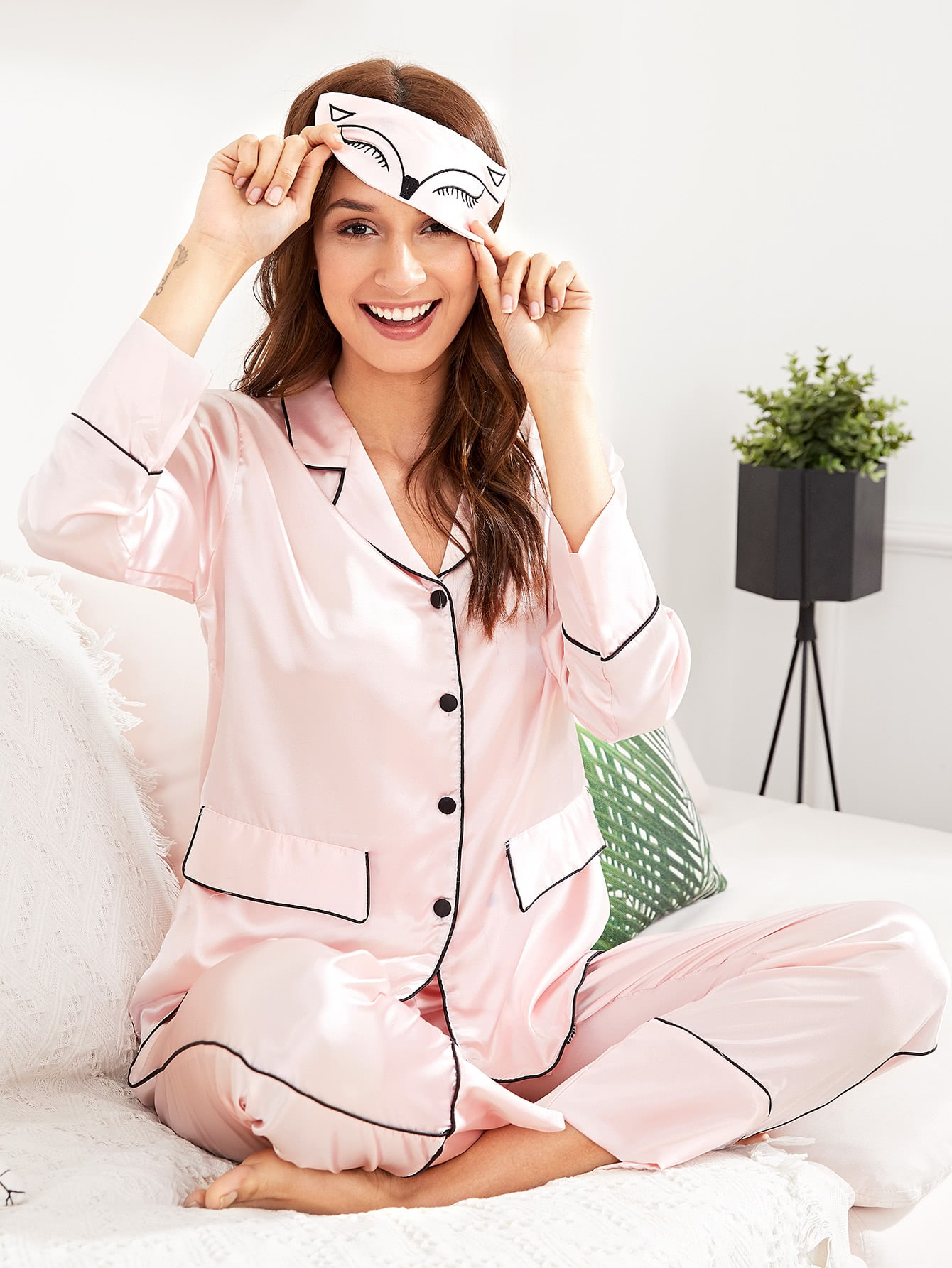 Contrast Binding Pajama Set With Eye Mask цена и фото