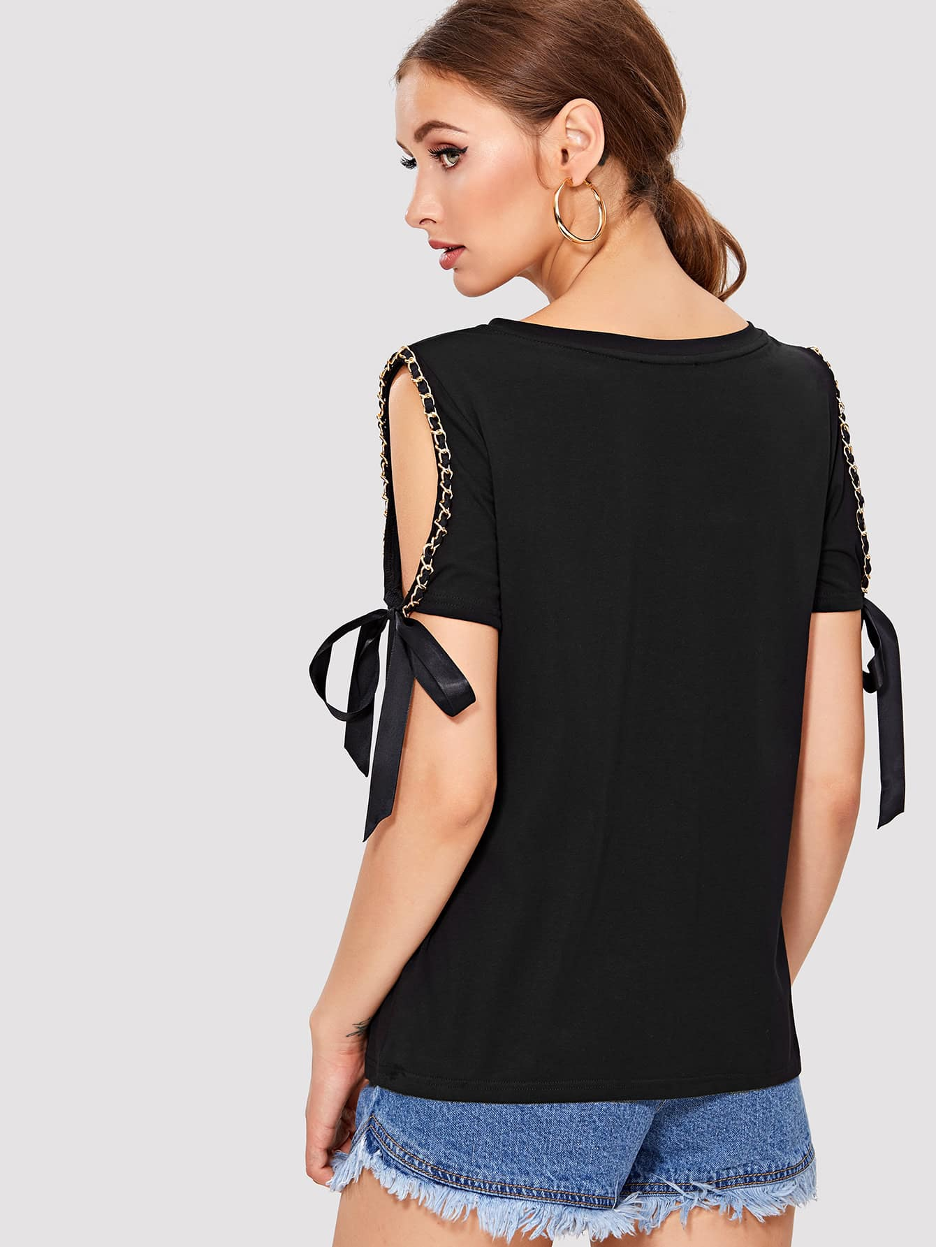 все цены на Chain Detail Cut Out Sleeve Bow Tied Top