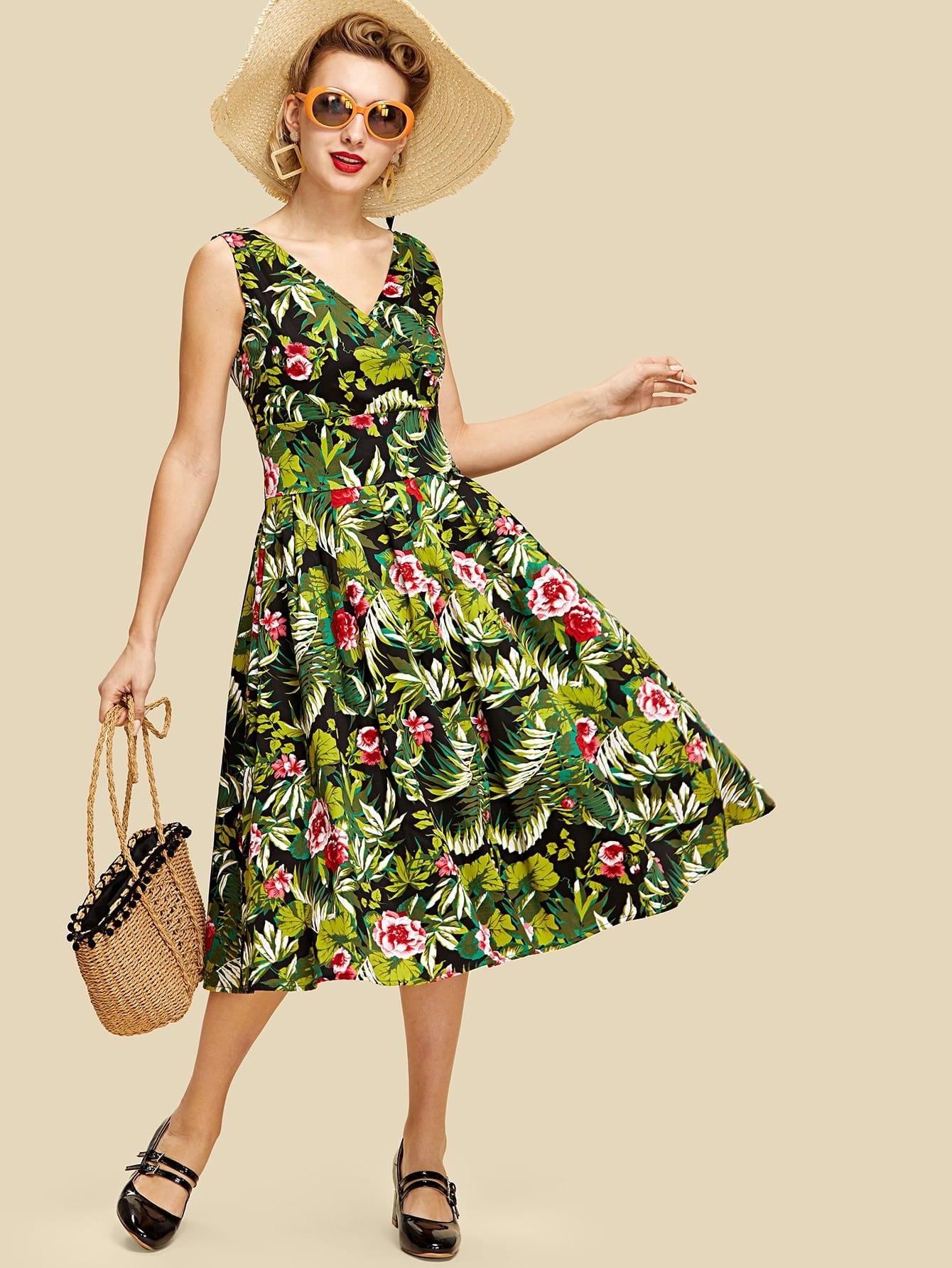 все цены на Botanical Print Boxed Pleated Wrap Dress