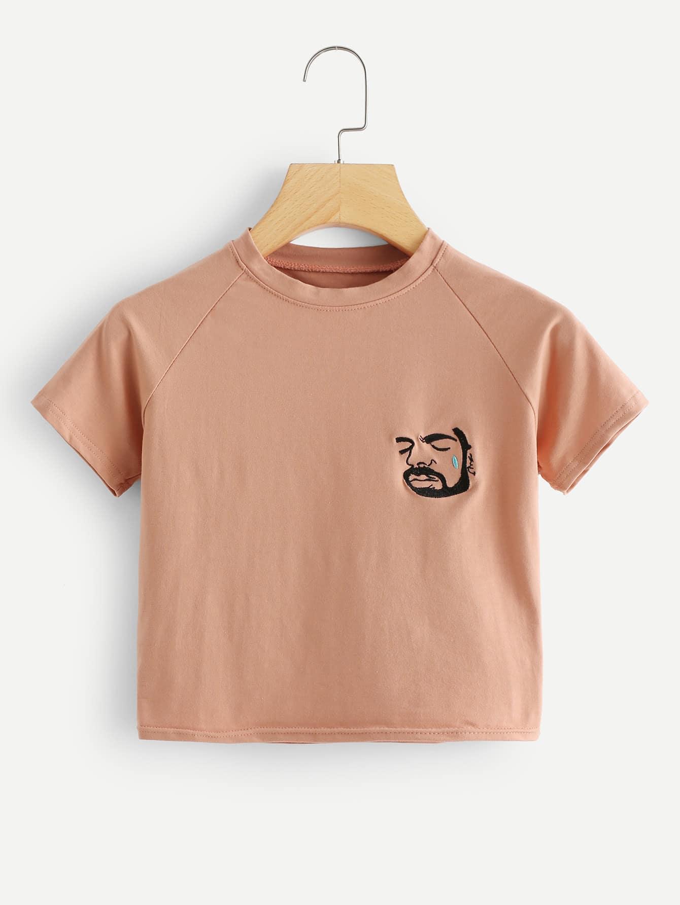 Crop T-Shirt mit Abbildungstickereien und Raglan Ärmeln