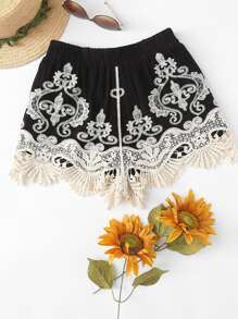 Contrast Lace Applique Shorts