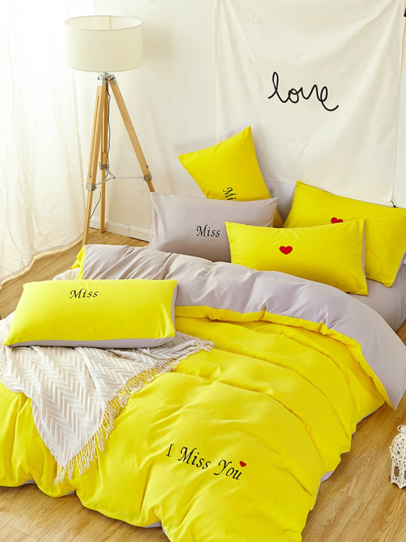 Letter Print Two Tone Bedding Set letter print two tone bedding set