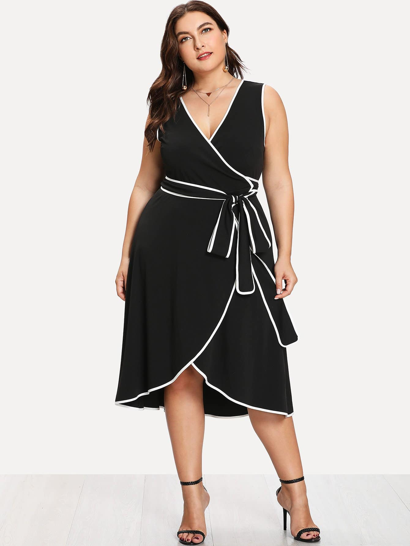 Plus Contrast Binding Sleeveless Wrap Dress