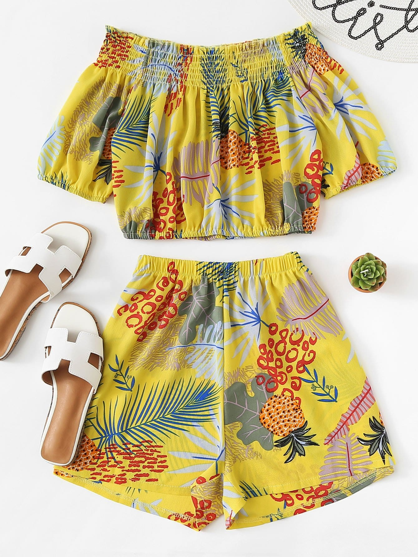 Off Shoulder Pineapple Print Crop Top With Shorts