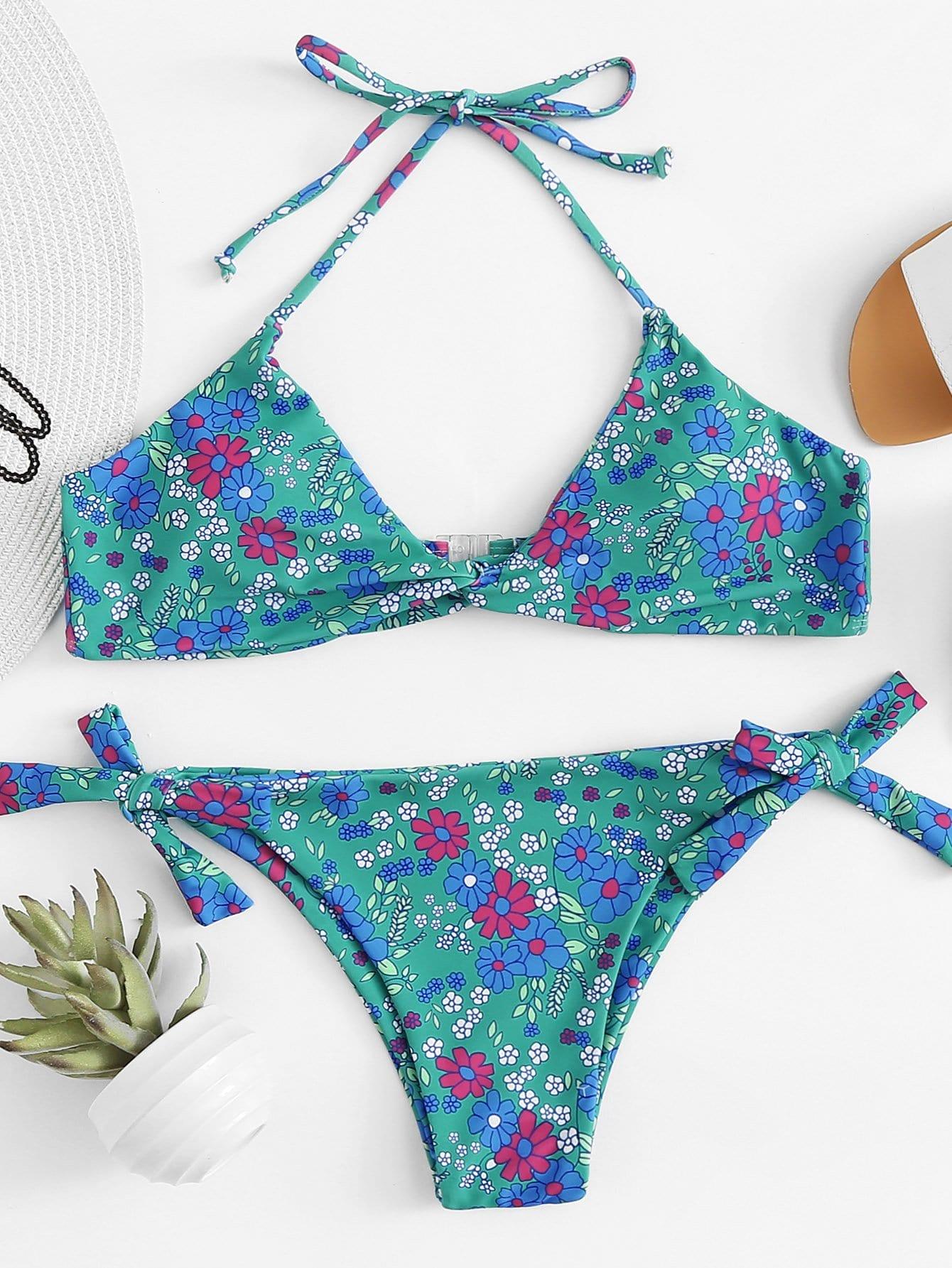 Bikini Set mit Twist vorn, Knoten auf den Seiten und Blumen