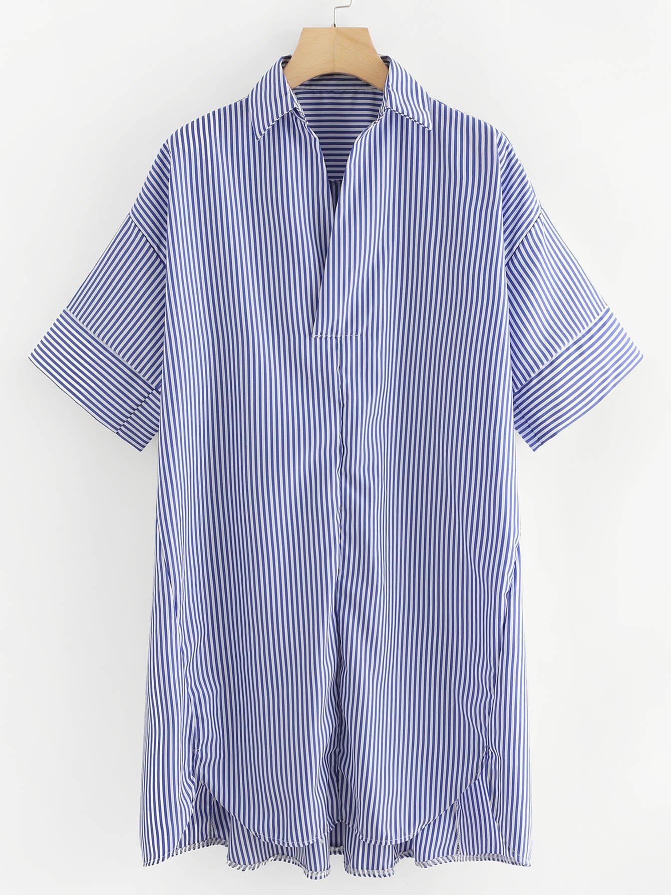 Bluse mit sehr tief angesetzter Schulterpartie,abfallendem Saum und Streifen