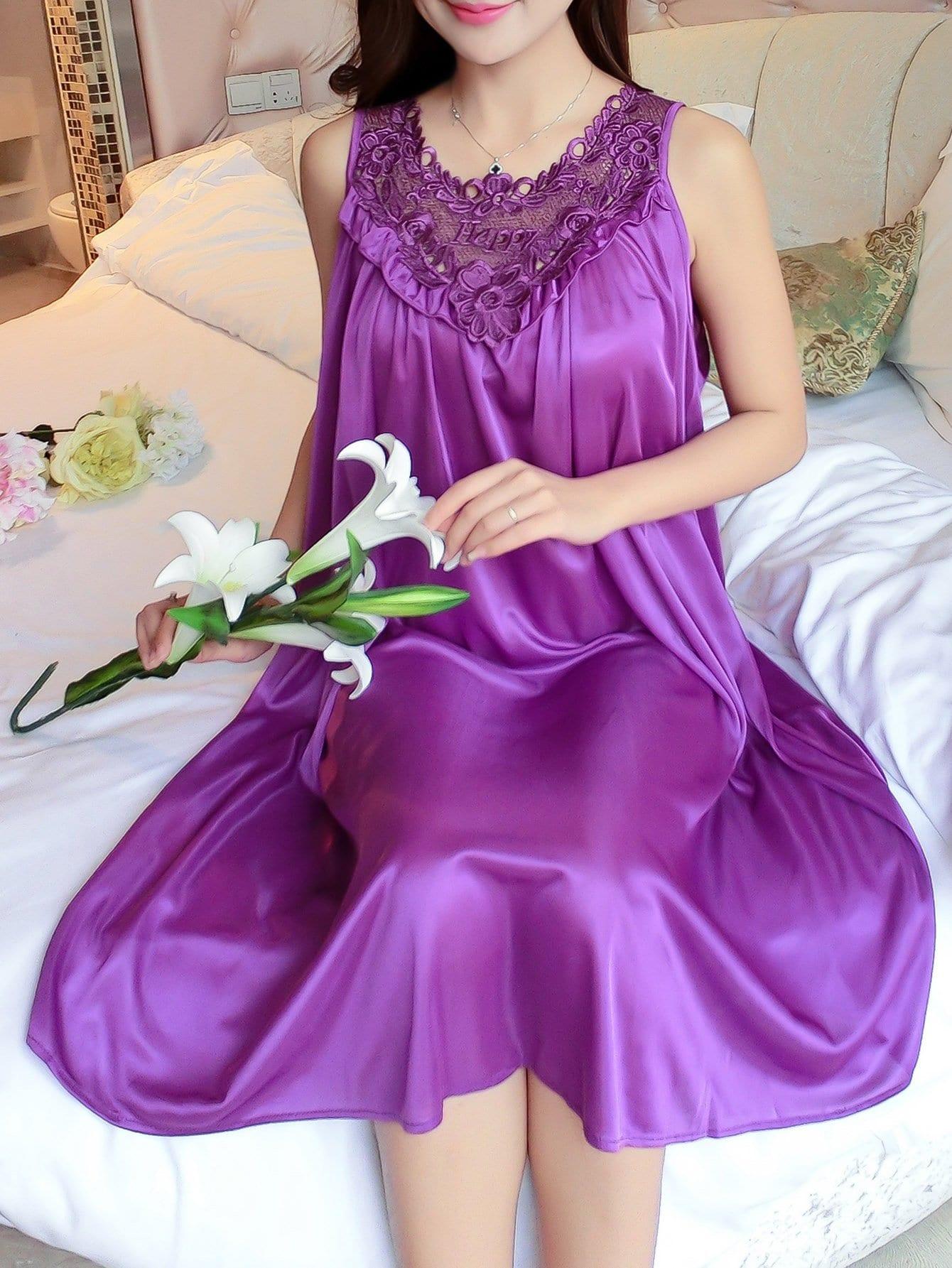 Abendkleid mit Blumen Spitzen und Falten Detail