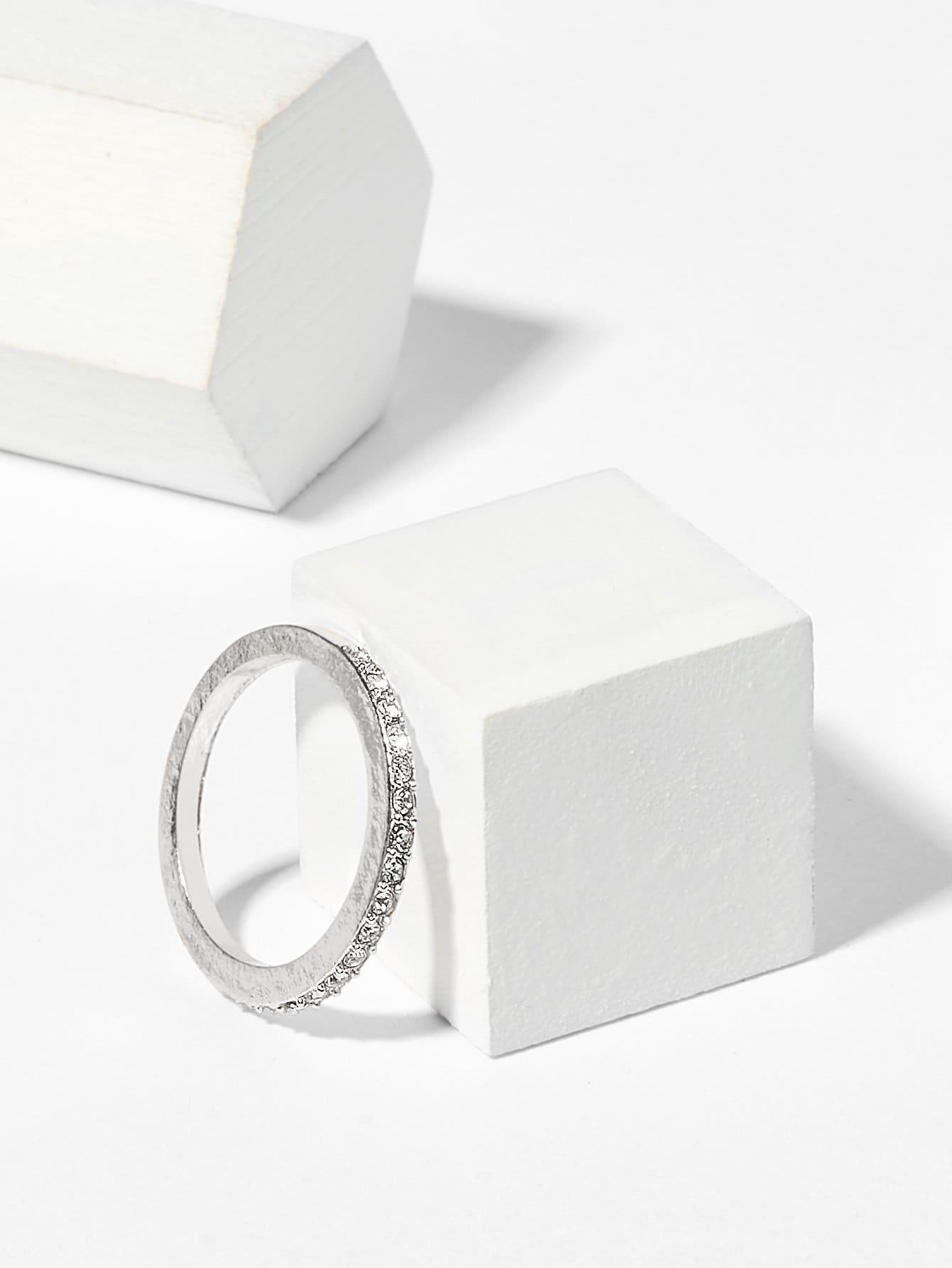 Кольцо с хрусталиками