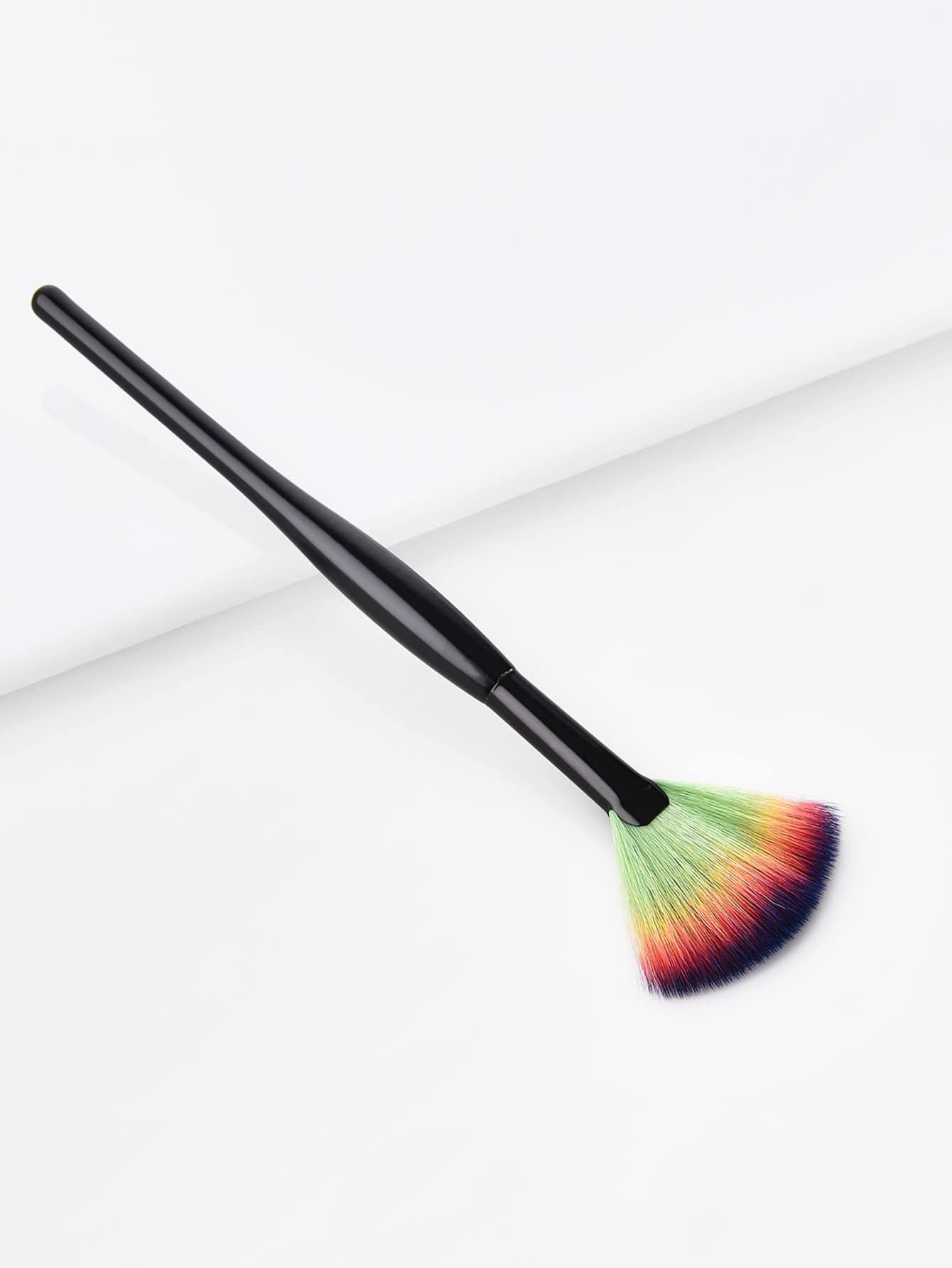 Fan Shaped Cosmetic Brush 1Pc