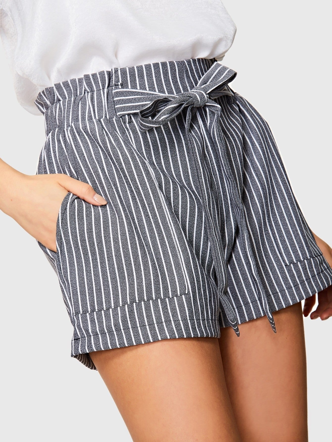 все цены на Frilled Waist Knot Front Striped Shorts