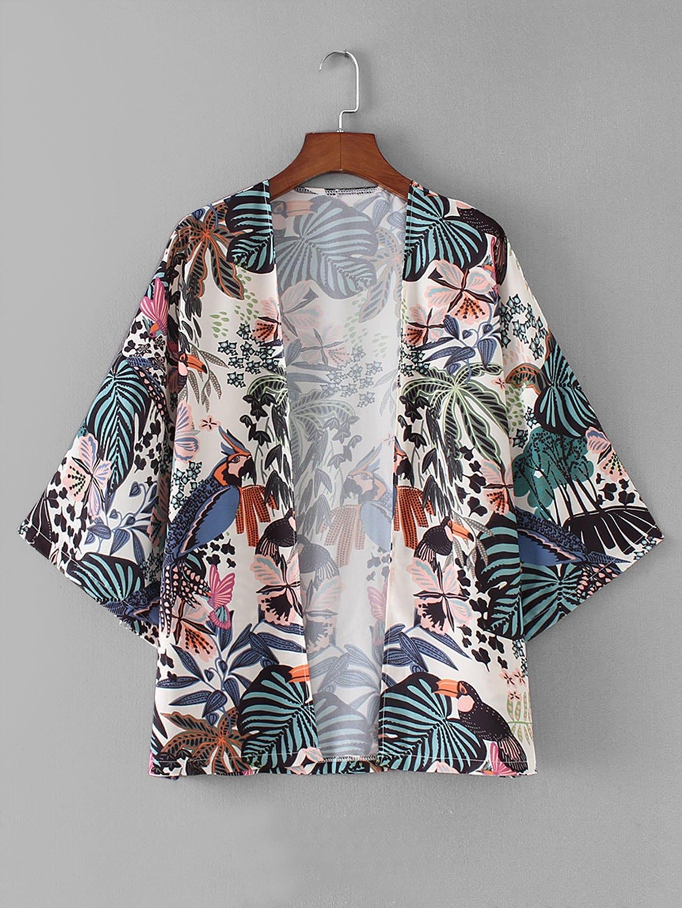 Kimono mit sehr tief angesetzter Schulterpartie und Blumenmuster