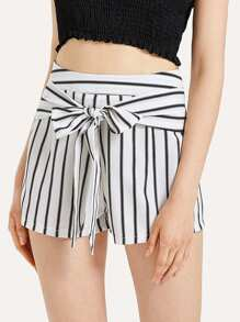 Bow Tie Front Striped Shorts