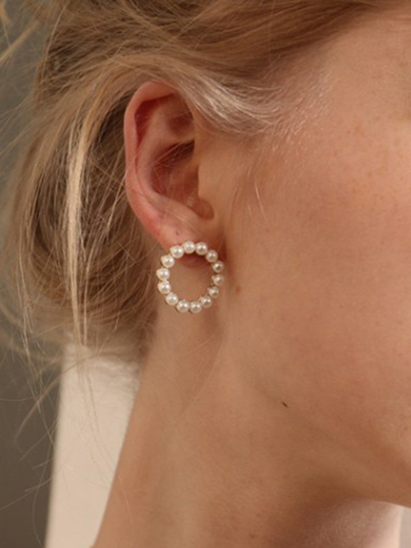 Faux Pearl Circle Design Hoop Earrings hollowed circle faux pearl drop earrings