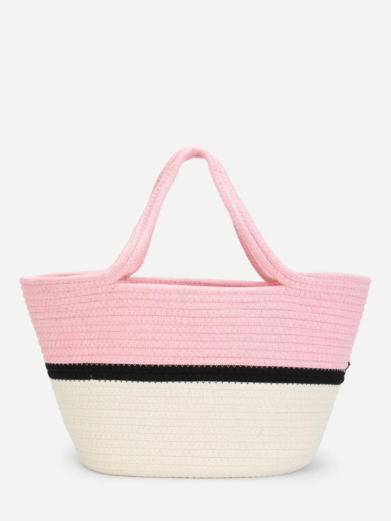 Цветной блок соломенной сумкой