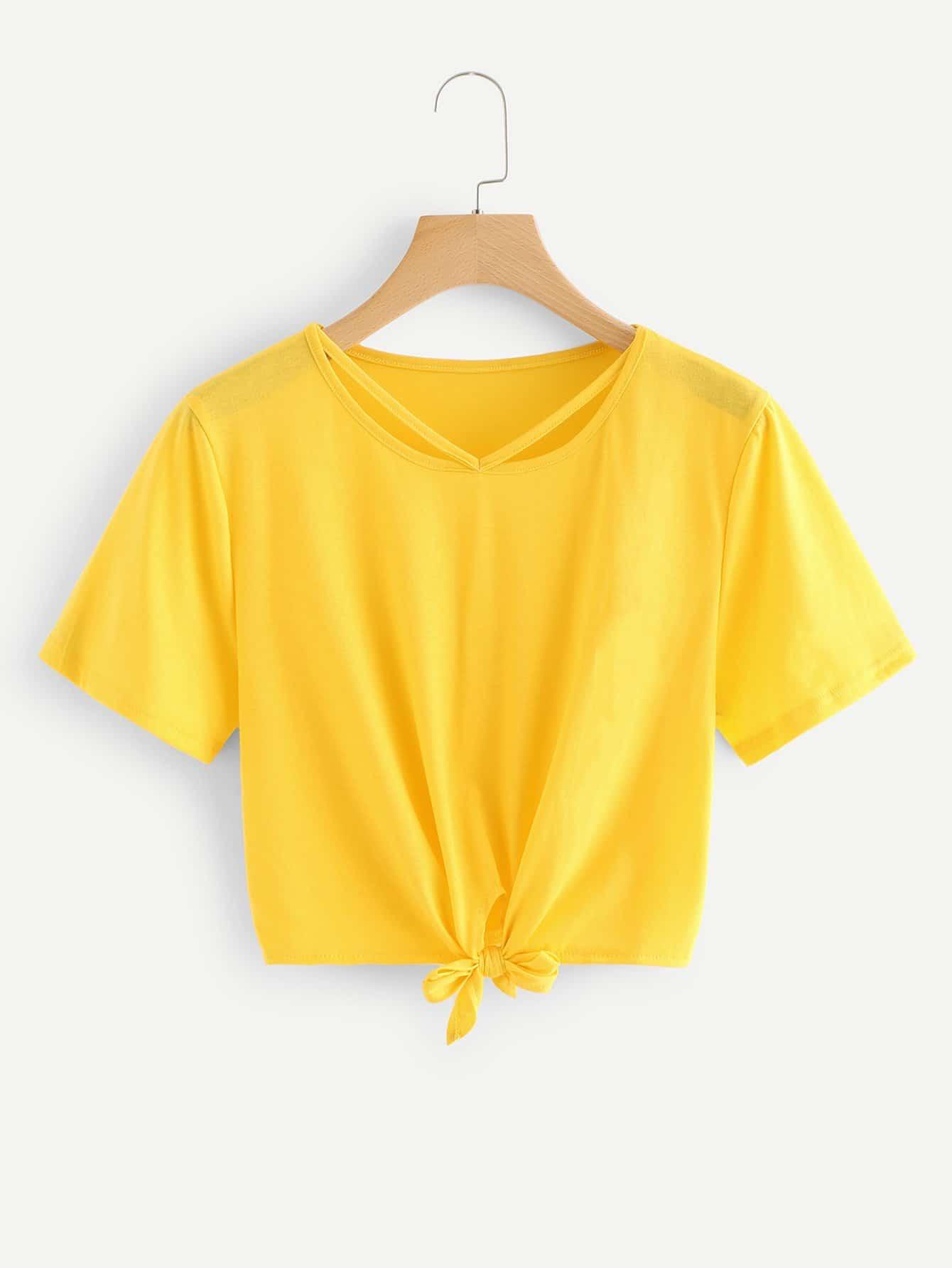 Crop T-Shirt mit Cut Out auf dem Ausschnitt und Streifen