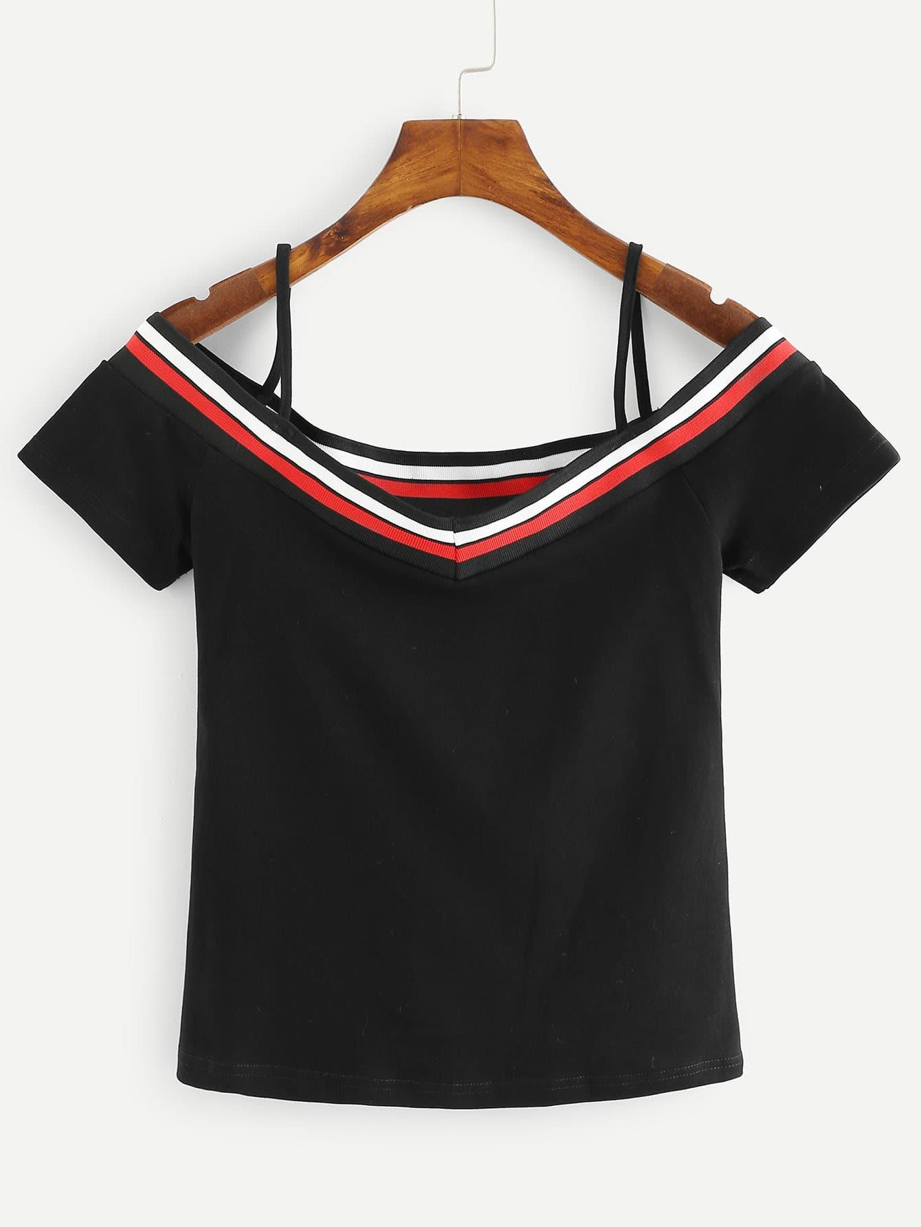 T-Shirt mit Cut Out auf dem Ausschnitt und Streifen