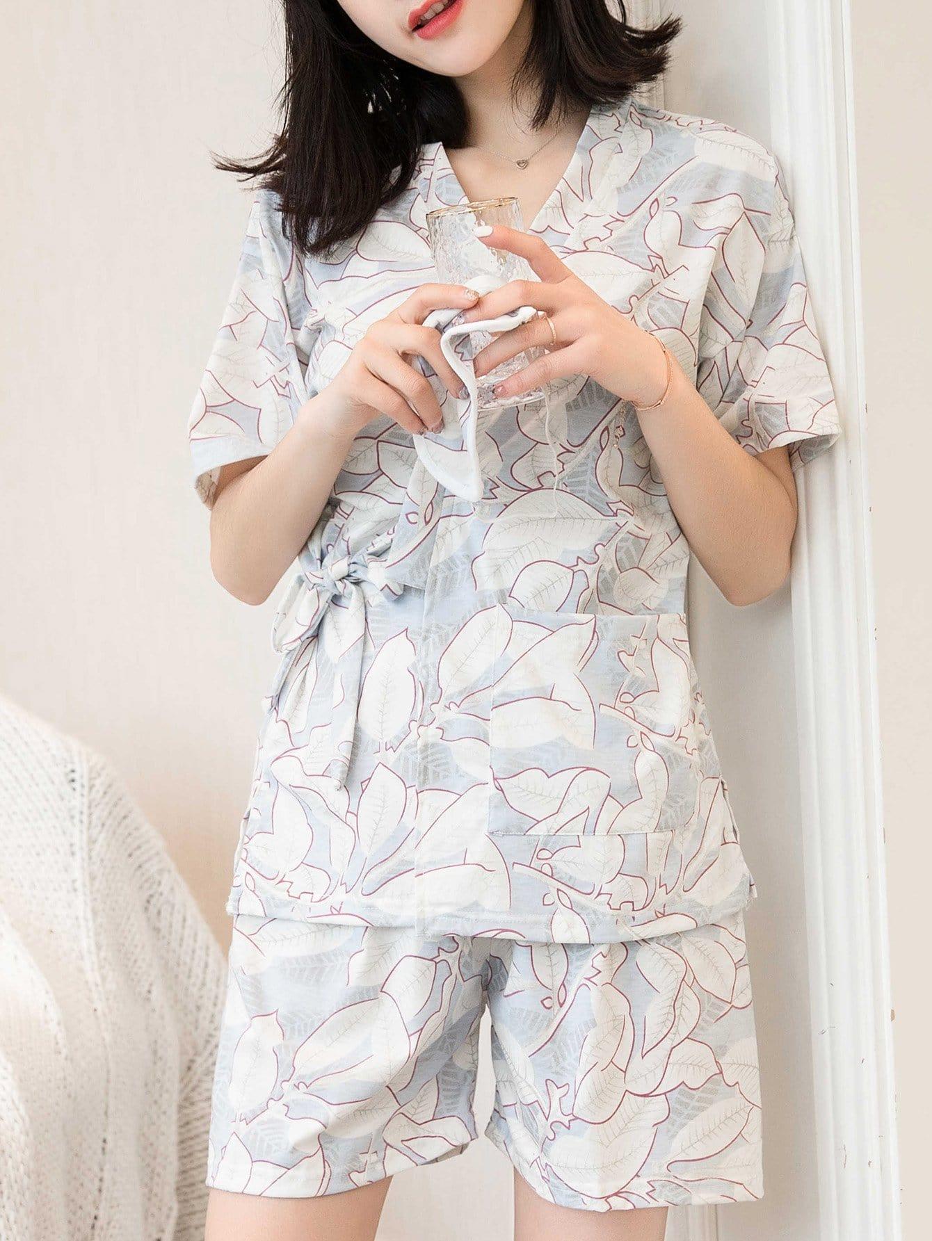 Купить Комплект пижамы топ с запахом в цветочек и шорты, null, SheIn