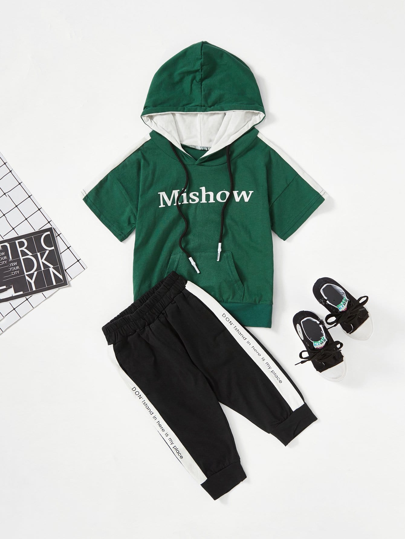 Kids Contrast Panel Letter Print Tee With Pants kids cows print pullover with pants
