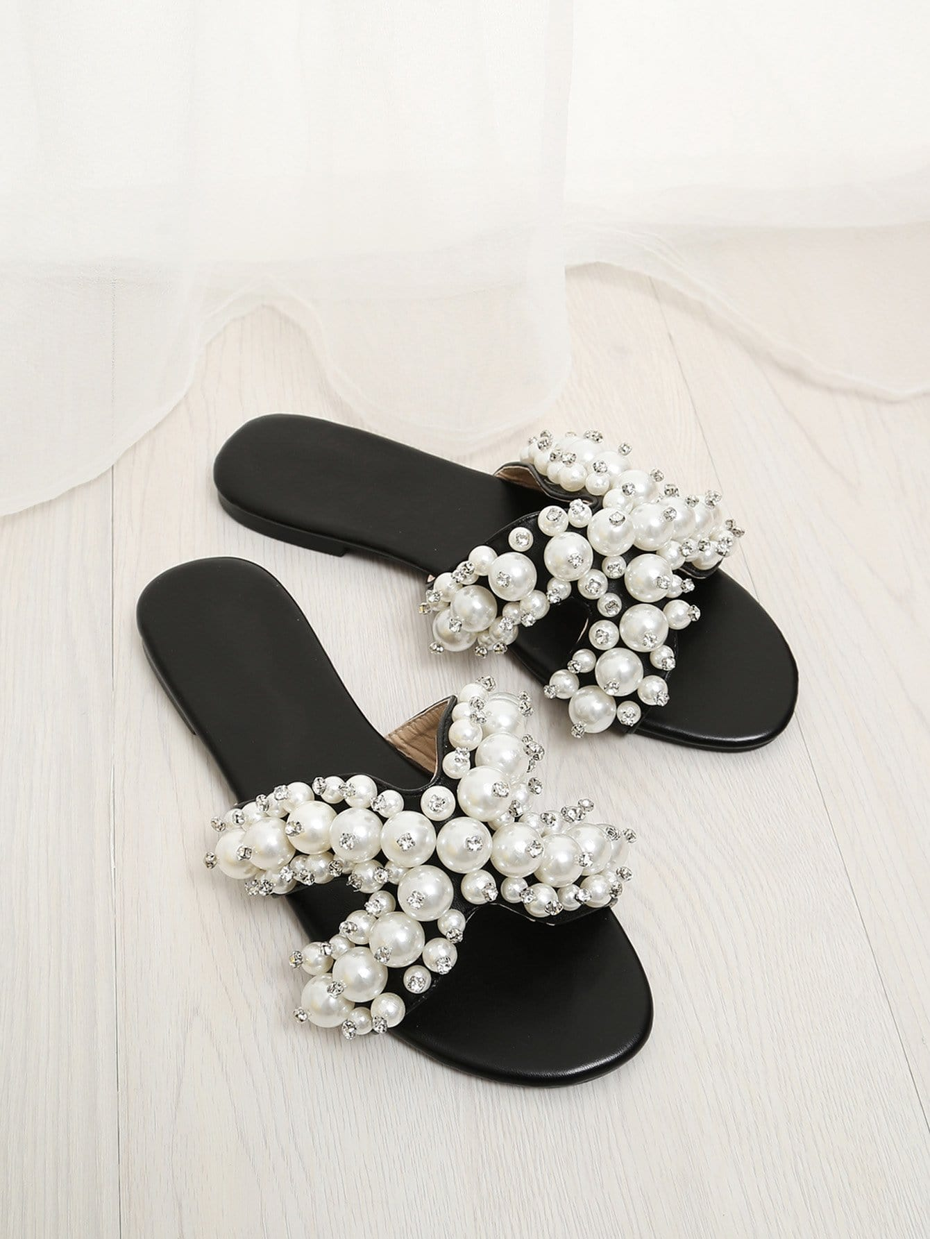 Faux Pearl Decorated Flat Slippers все цены