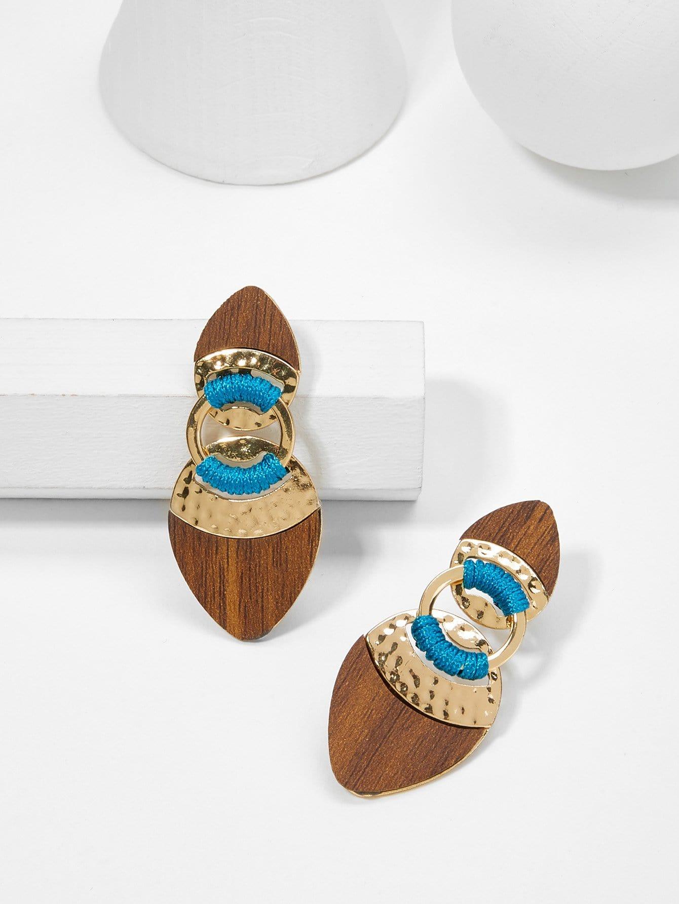 все цены на Contrast Design Drop Earrings онлайн
