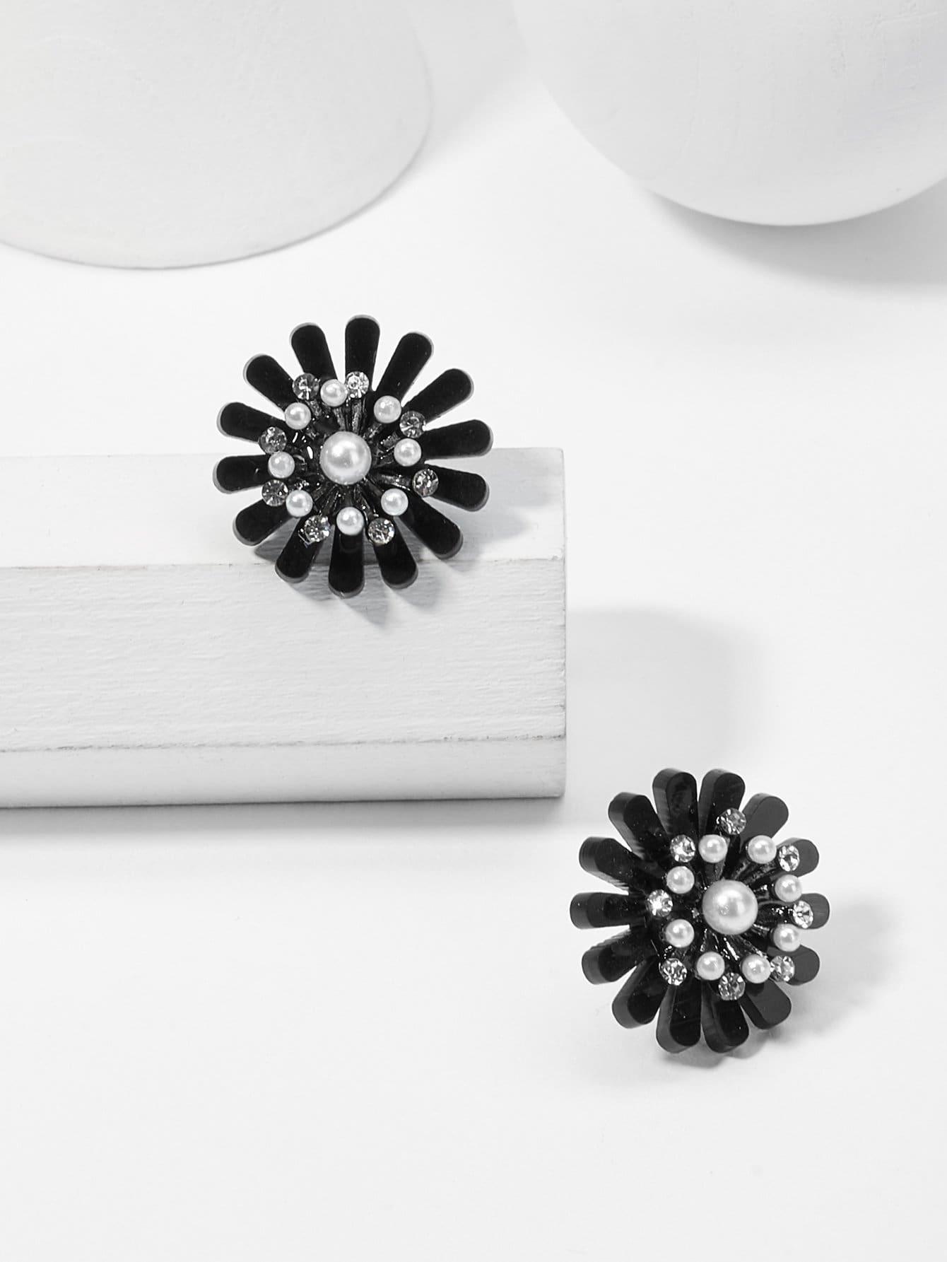 Faux Pearl Detail Flower Stud Earrings rhinestone faux pearl heart flower stud earrings