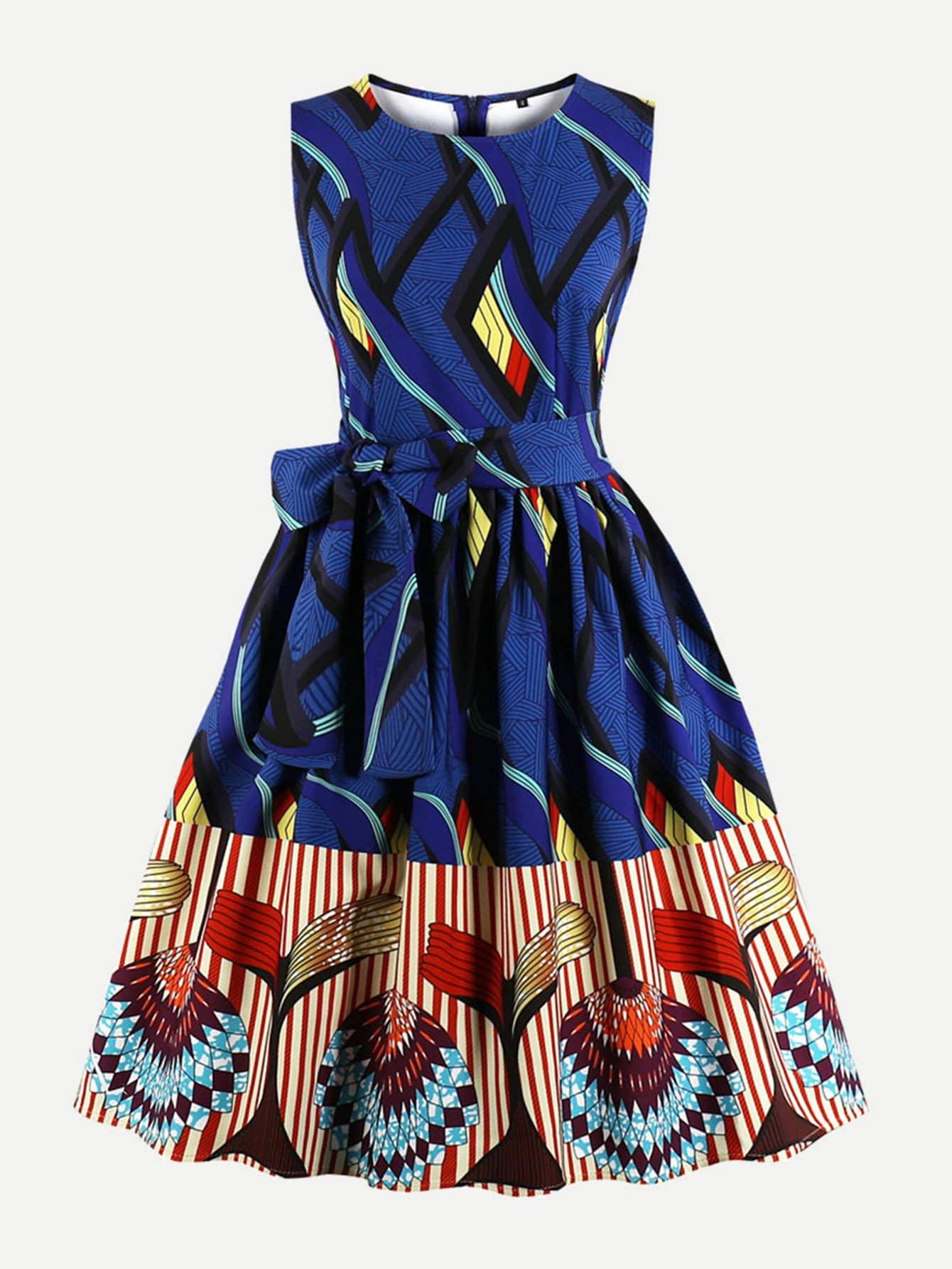 Графическое печатное платье с галстуком-бабочкой
