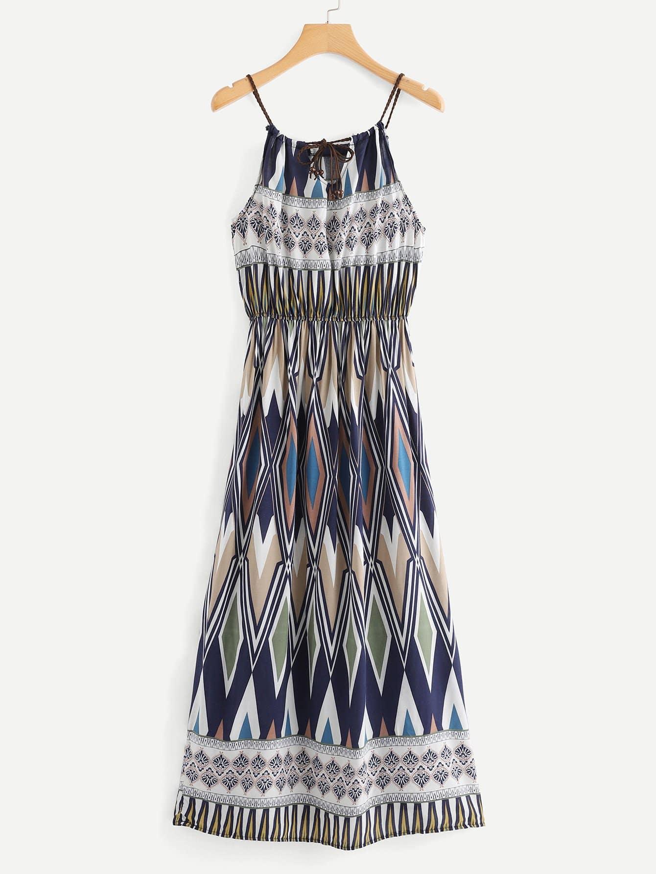 Cami Kleid mit Selbstbindung auf dem Ausschnitt und Muster