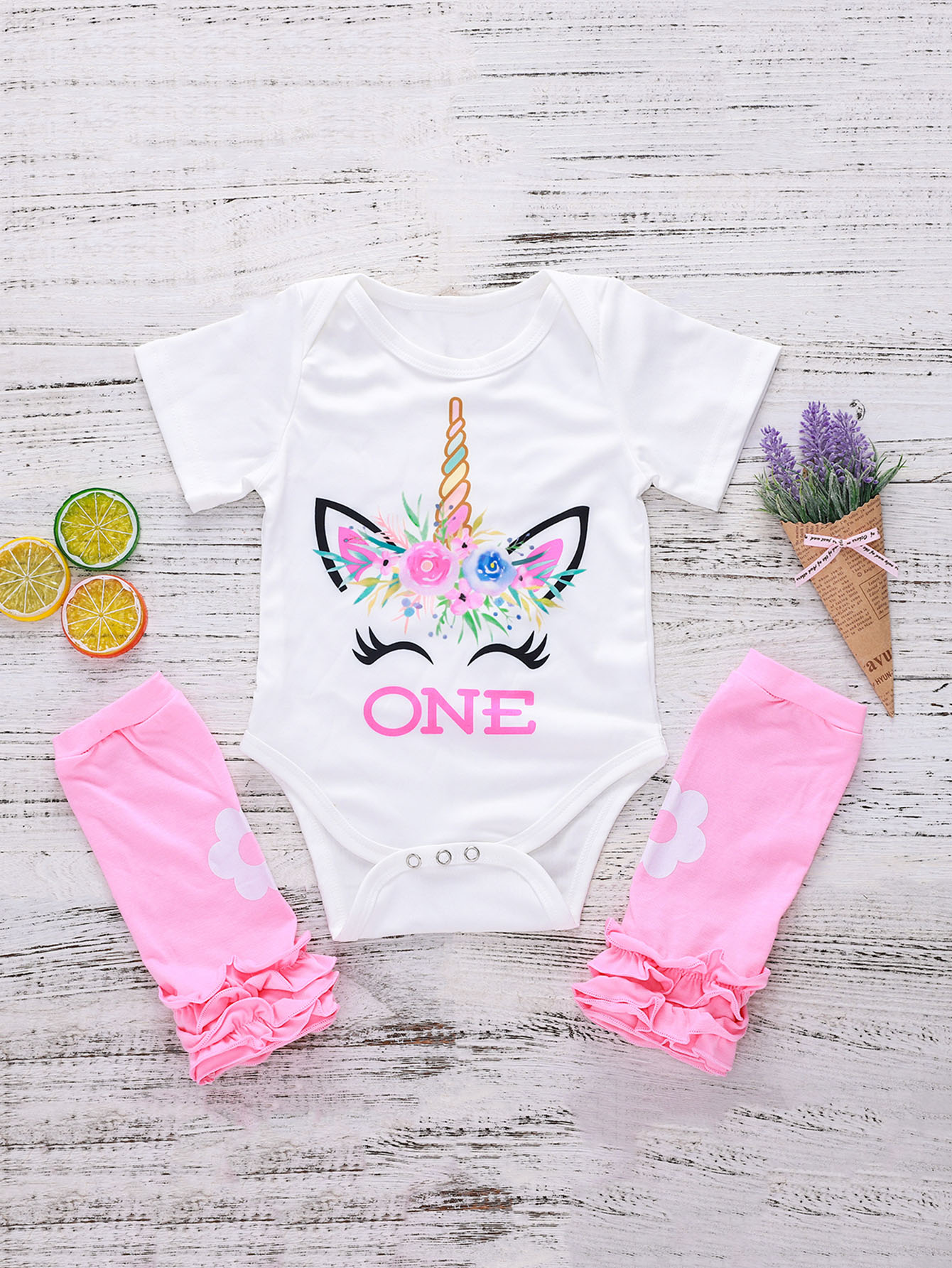Kids Letter And Cartoon Print Romper With Frill Socks игровой ноутбук hp pavilion 15 cc505ur i5 7200u 2500mhz 6gb 1tb 128gb ssd 15 6 fhd ips nv 940mx 2gb