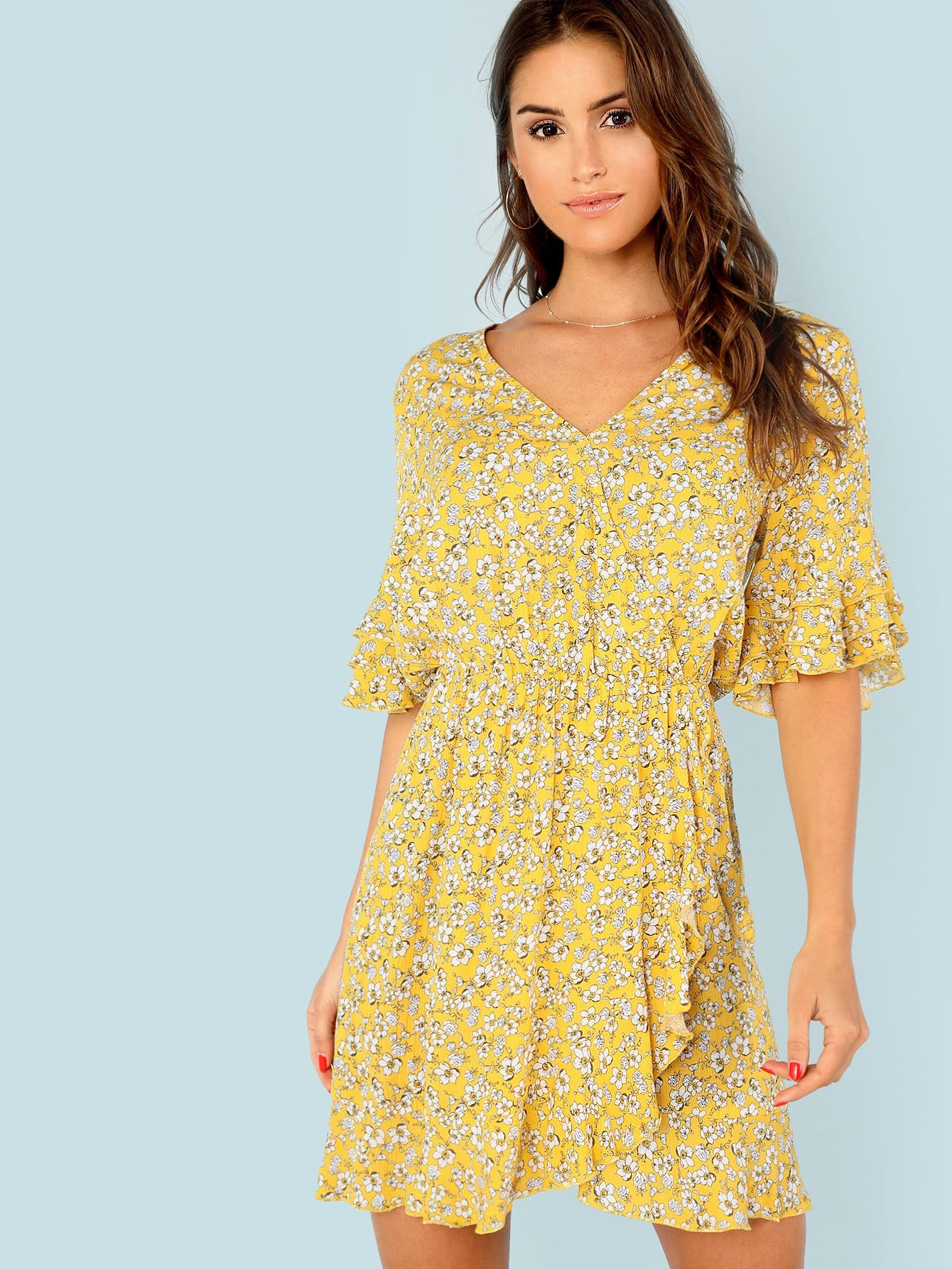 цены Tiered Flounce Sleeve Surplice Wrap Floral Dress
