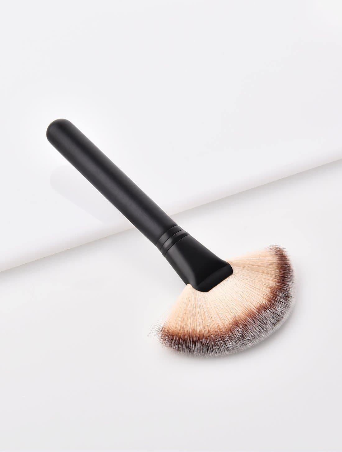 Fan Shaped Makeup Brush 1pc