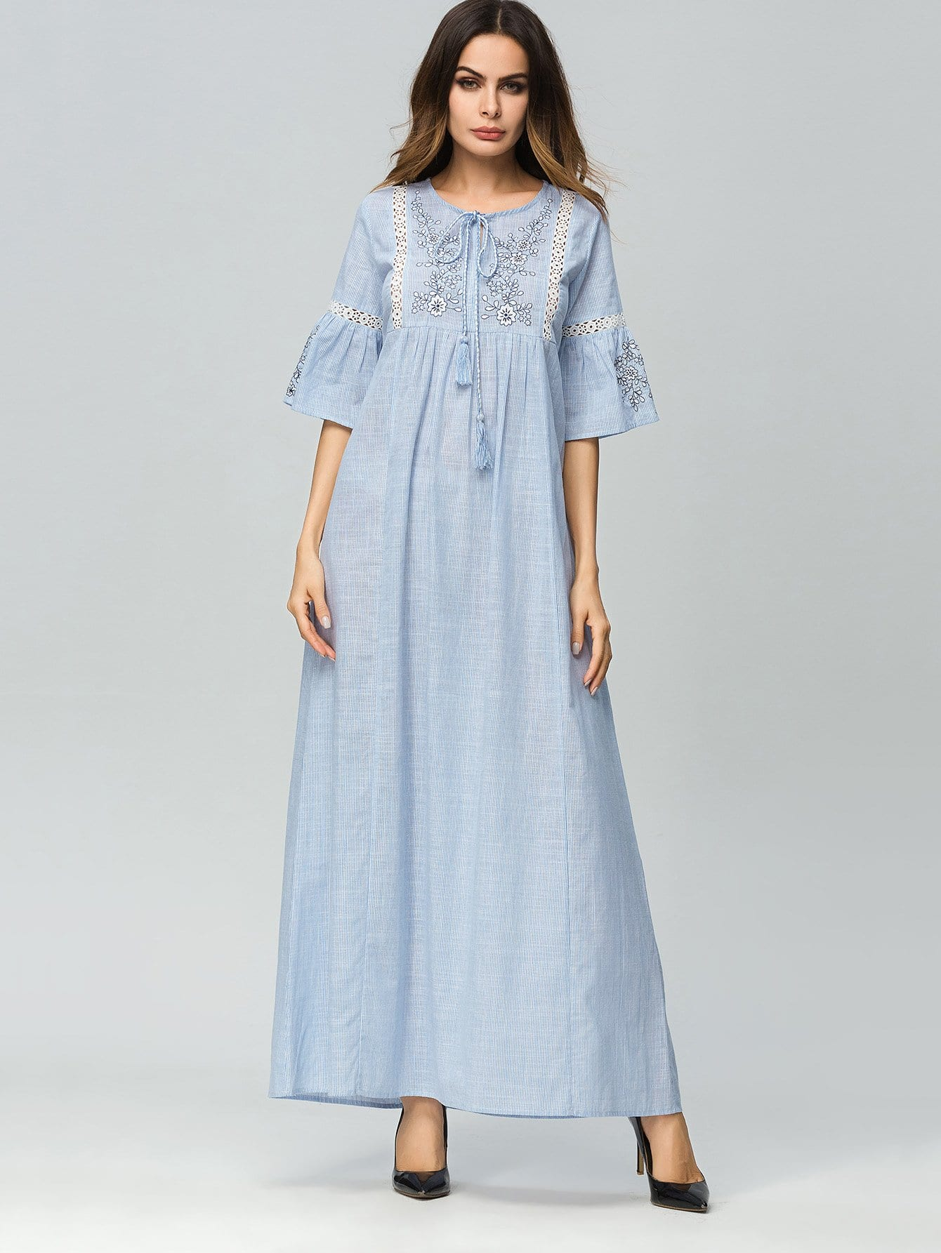 цена на Floral Embroidered Hollow Out Ruffle Sleeve Dress
