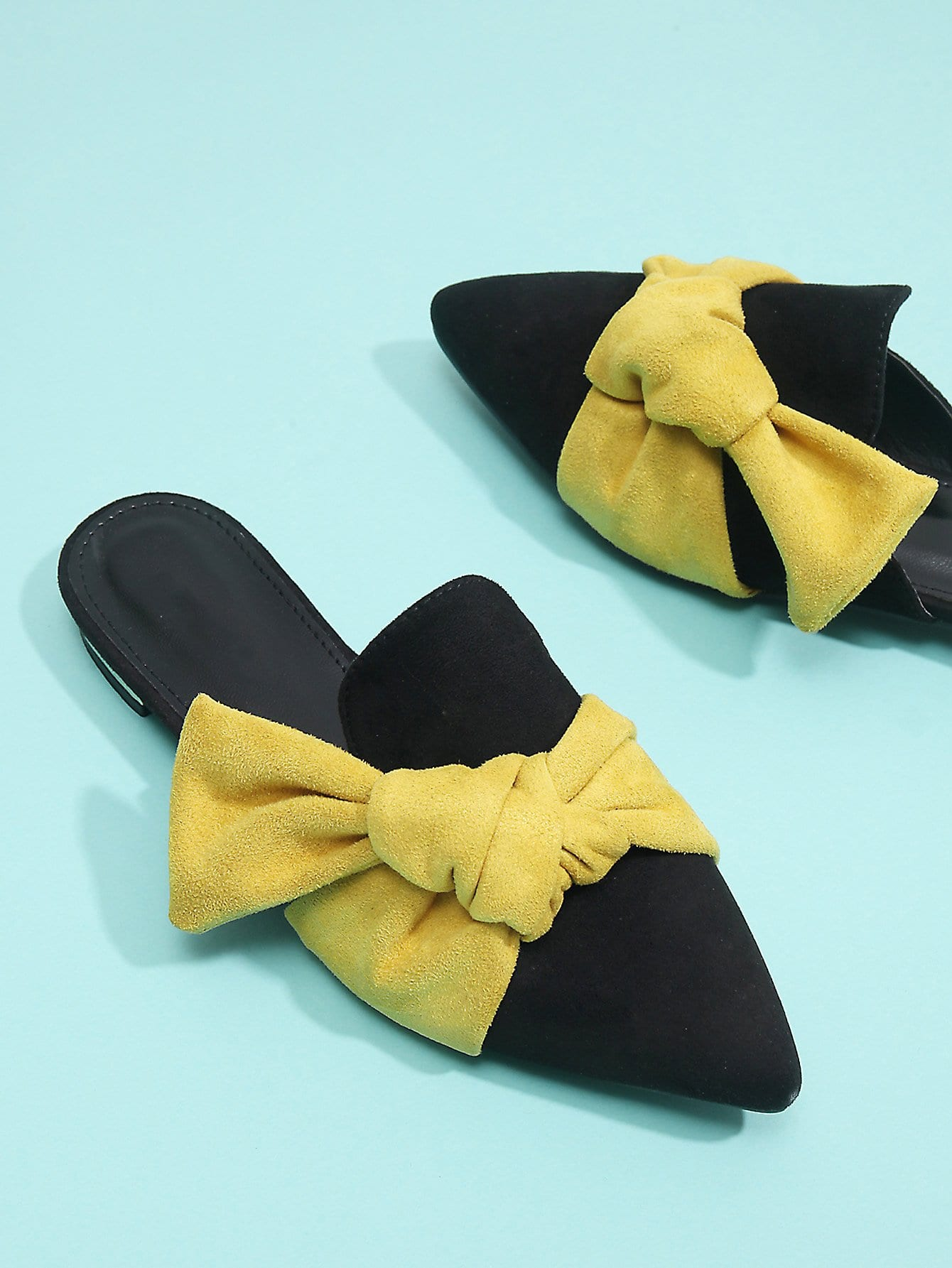Knot Design Two Tone Flats