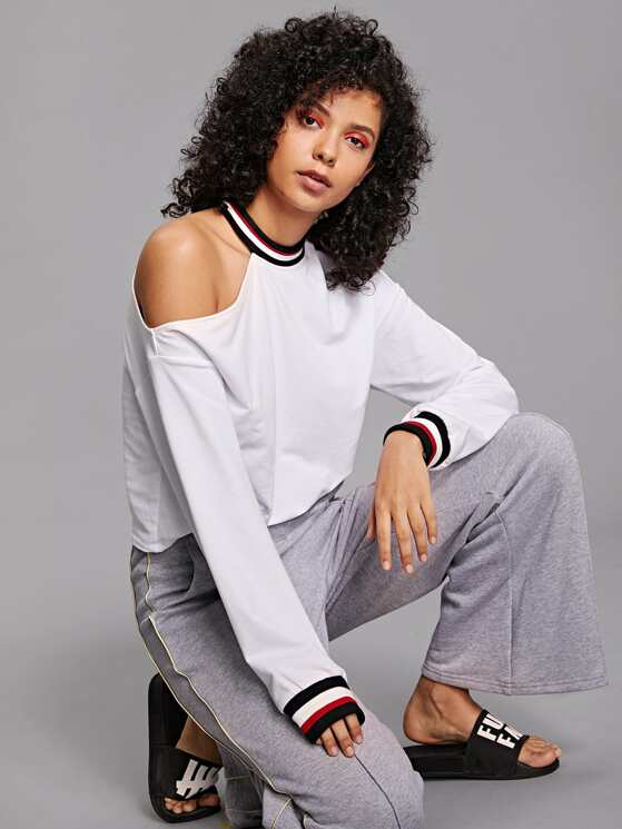 7ca90026ab6 Mock Neck Contrast Tape Cut Out Shoulder Sweatshirt | MakeMeChic.COM