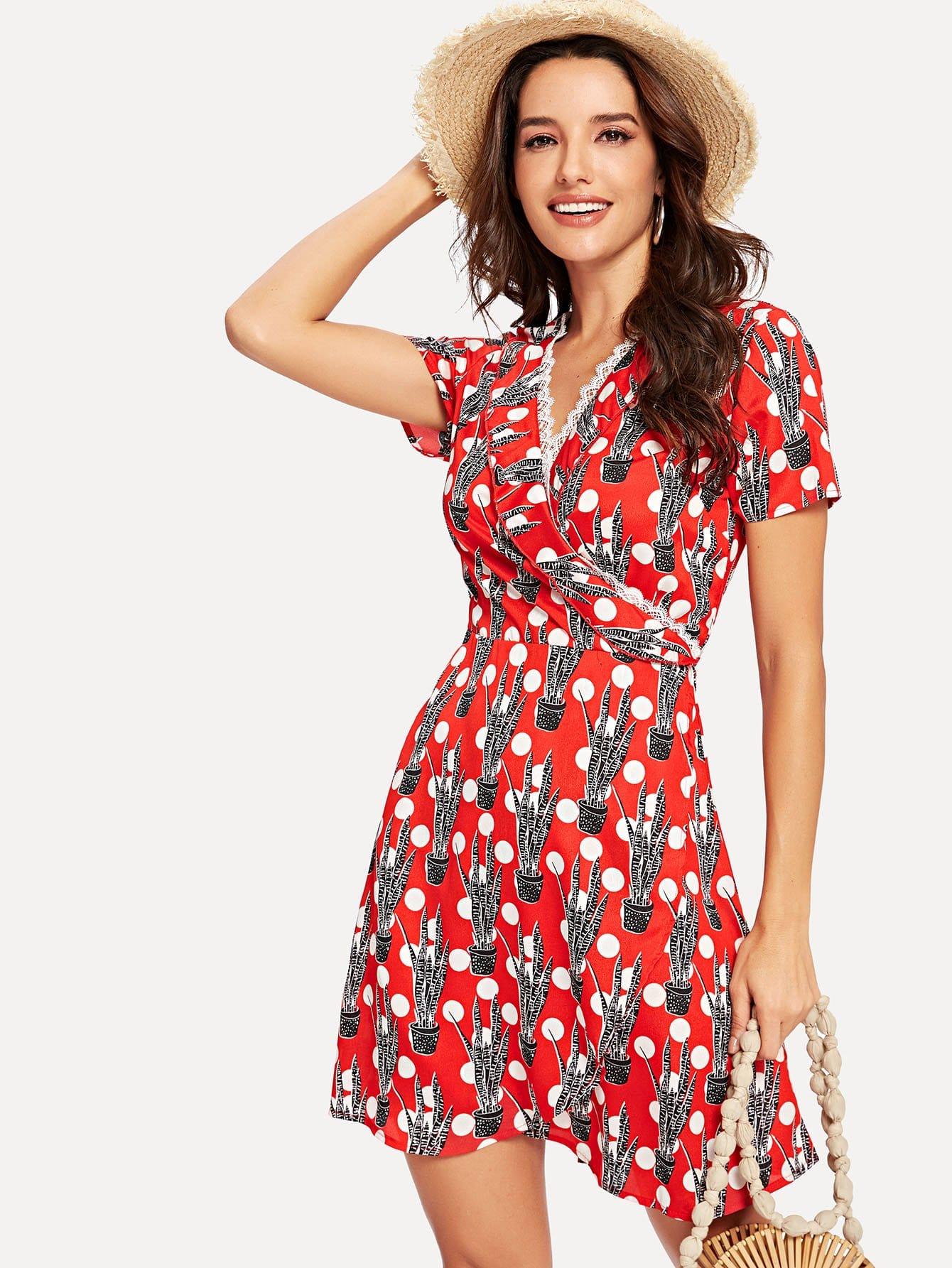 Платье с запахом в горошек и оборками