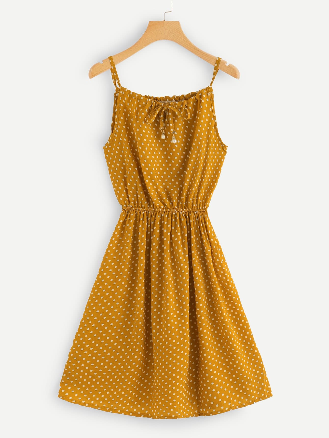 Cami Kleid mit Band auf dem Ausschnitt und Tupfen