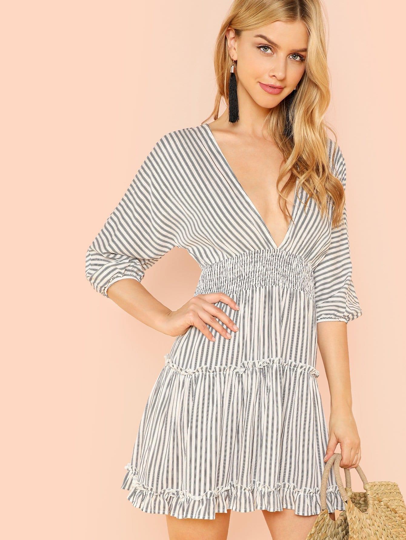 Глубокое V-образным вырезом Ruffle Striped Dress