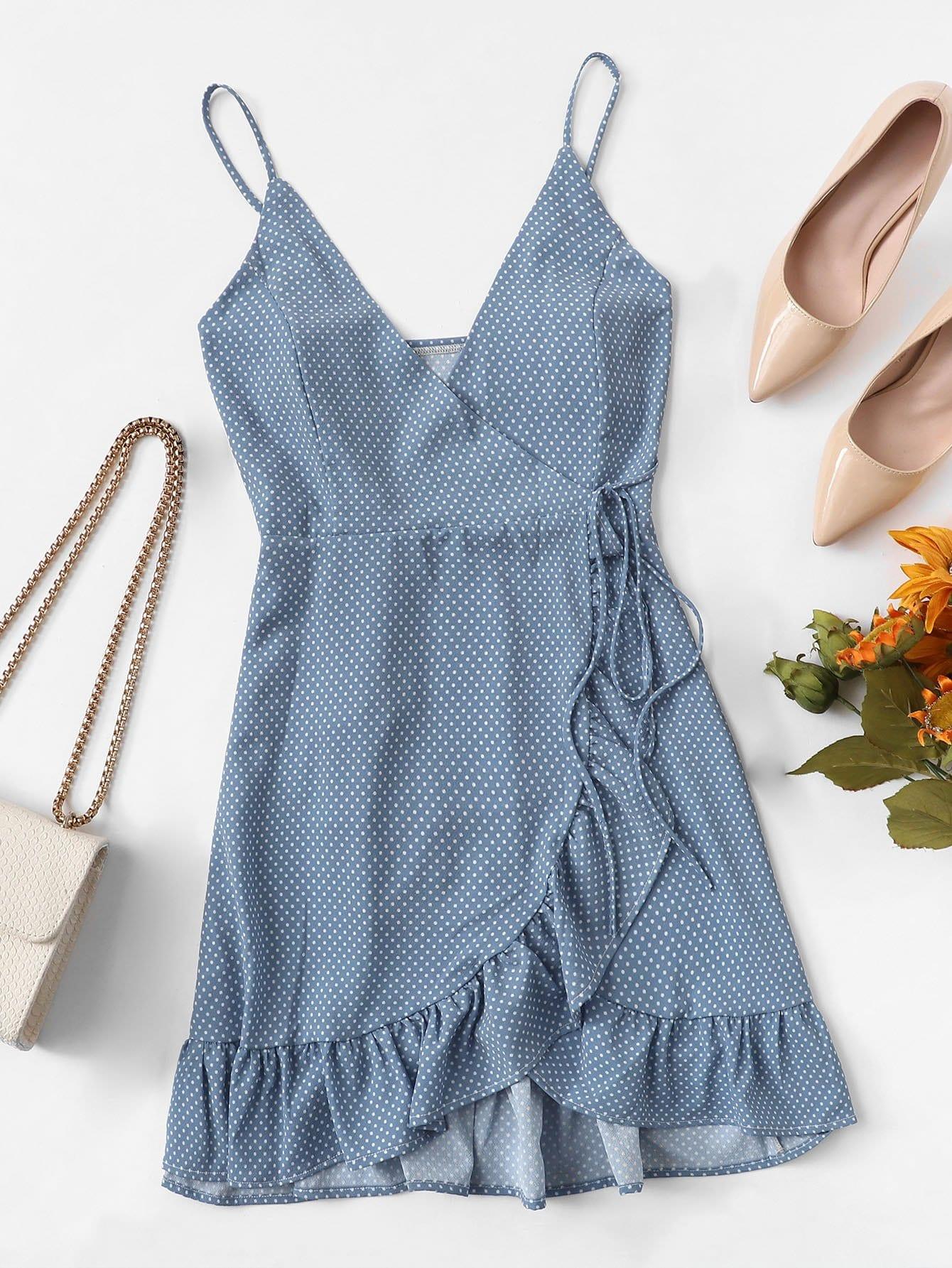 Asymmetrisches Kleid mit Tupfenmuster, Schößchensaum und Knoten