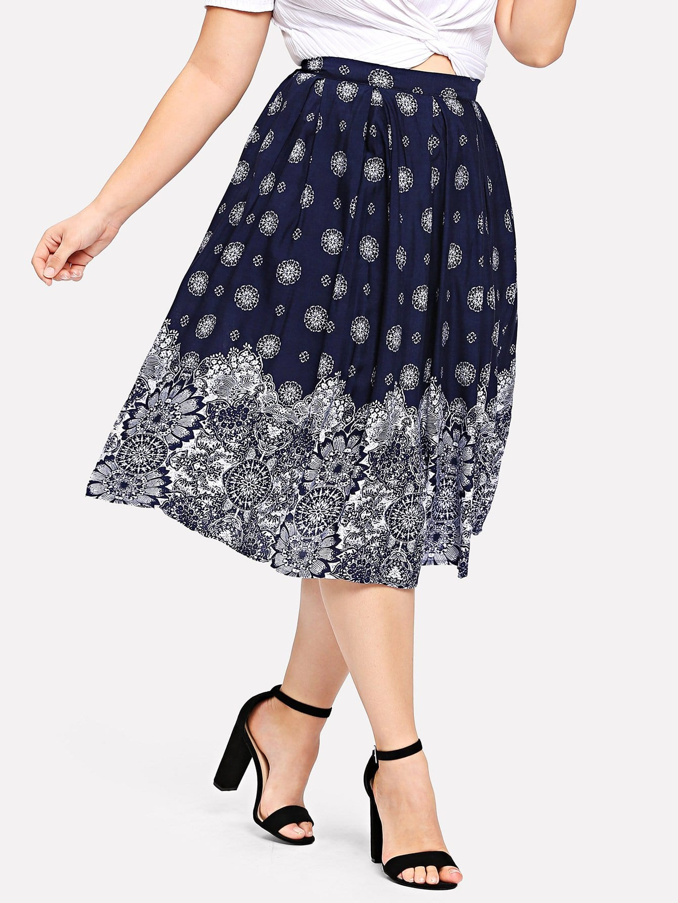 все цены на Plus Boxed Pleated Floral Skirt