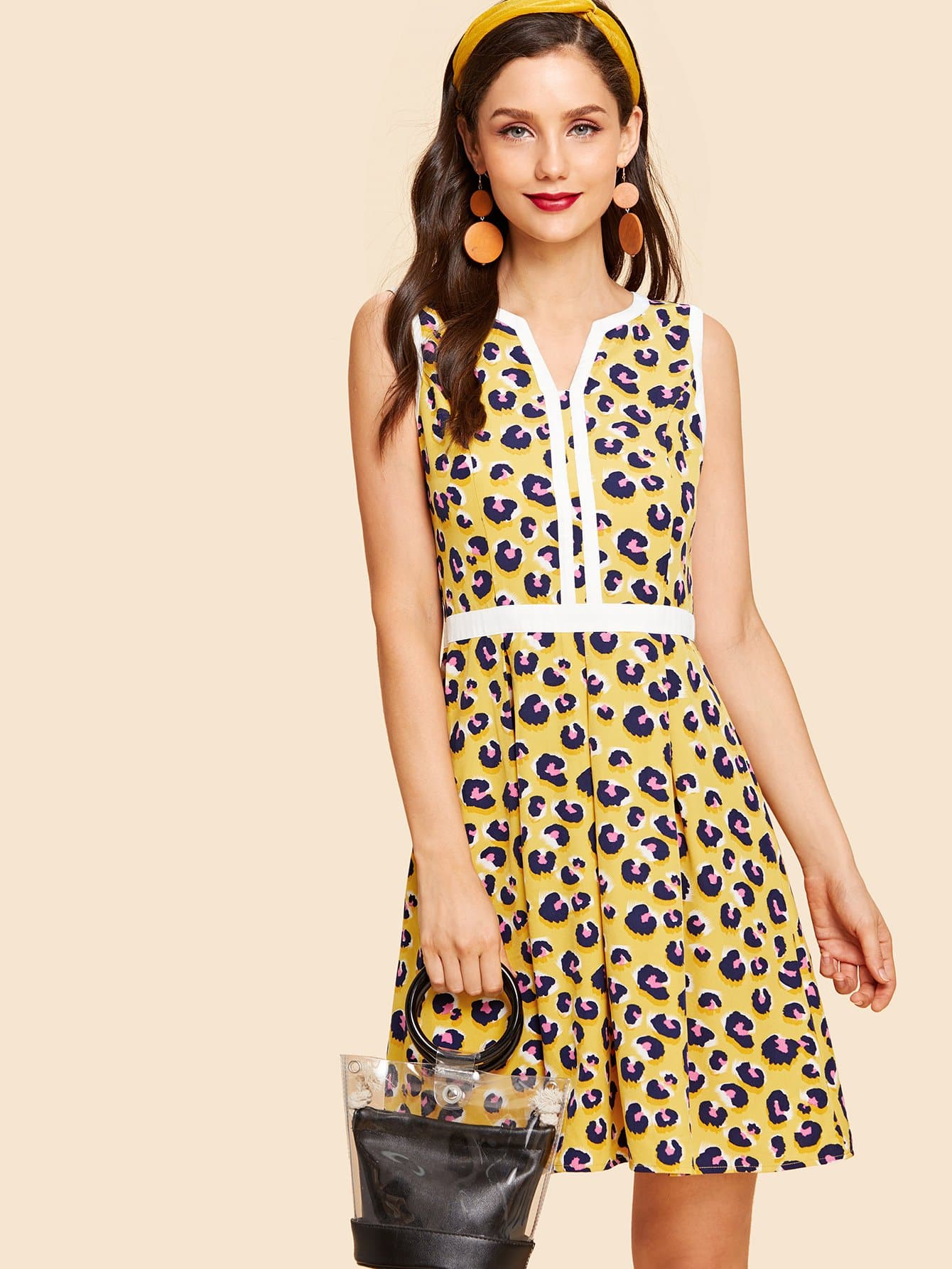 Платье для вышивания шеи с контрастным покрытием V Cut Leckard