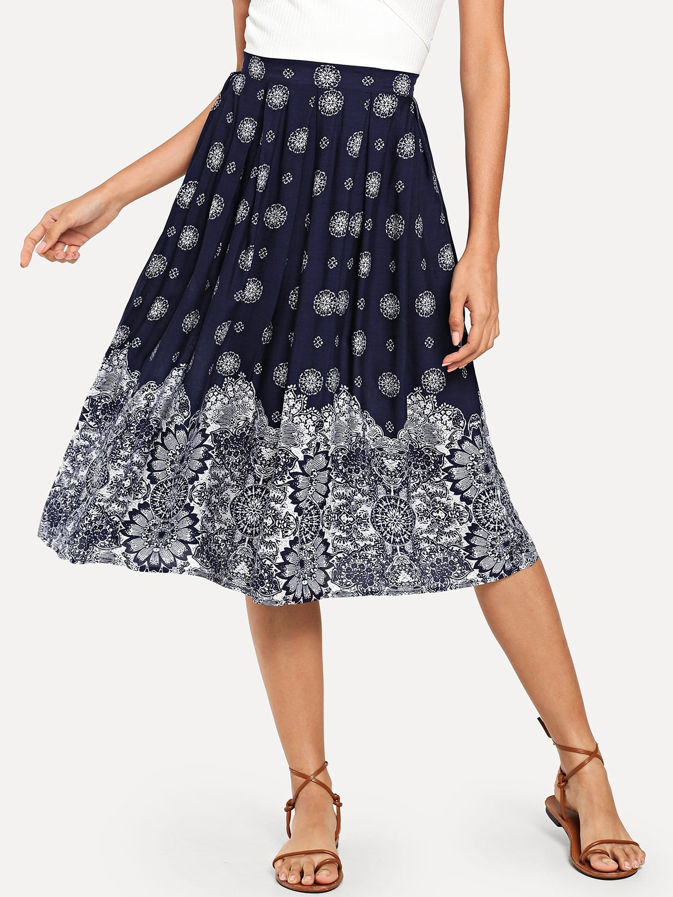 все цены на Boxed Pleated Floral Skirt