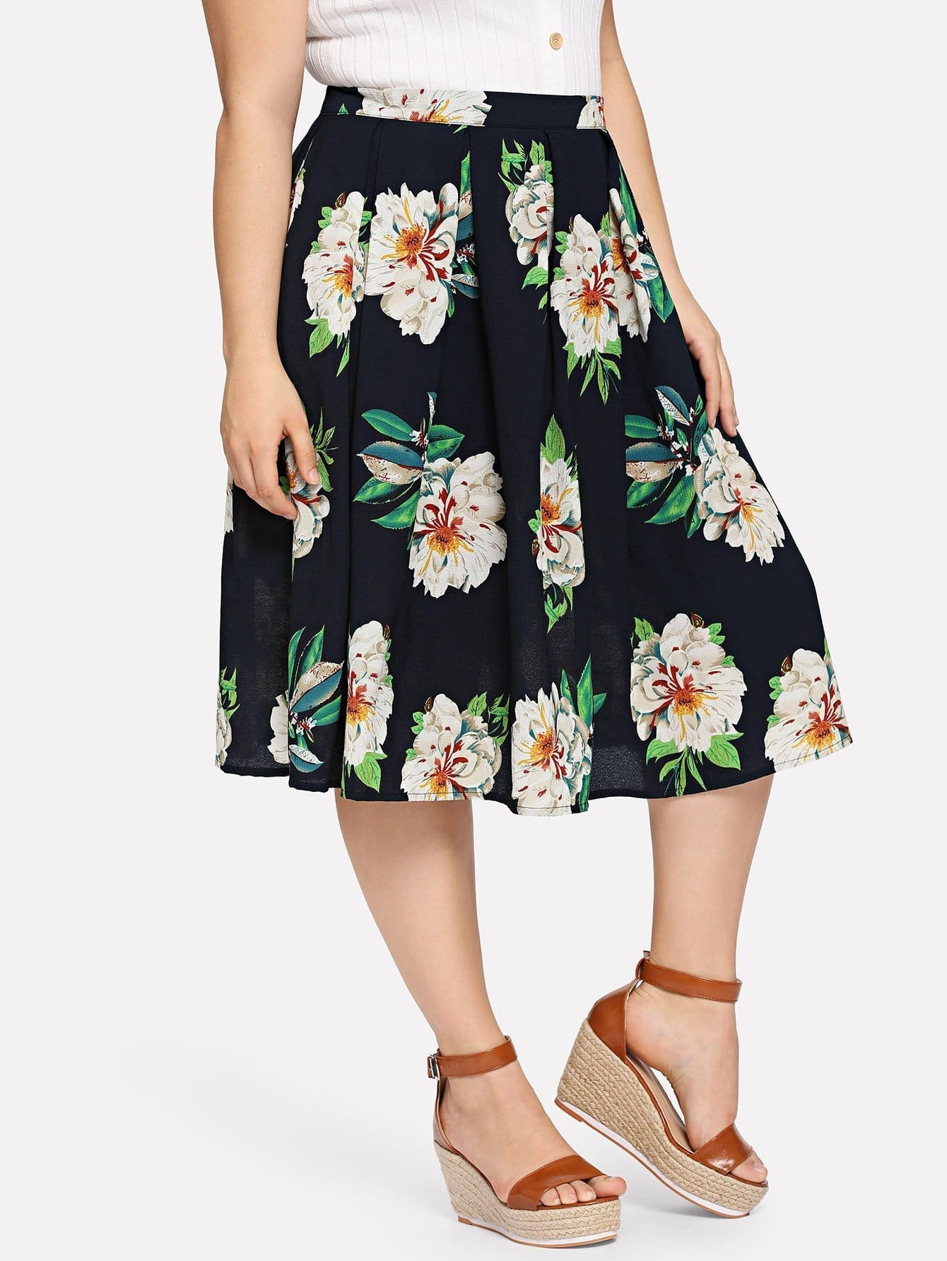 все цены на Plus Floral Print Pleated Skirt